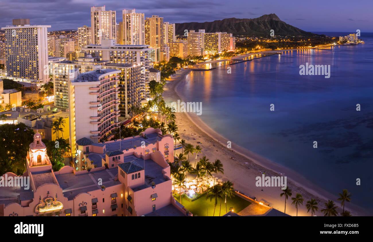 USA, Hawaii, Oahu, Honolulu, Waikiki, the beach at dusk - Stock Image