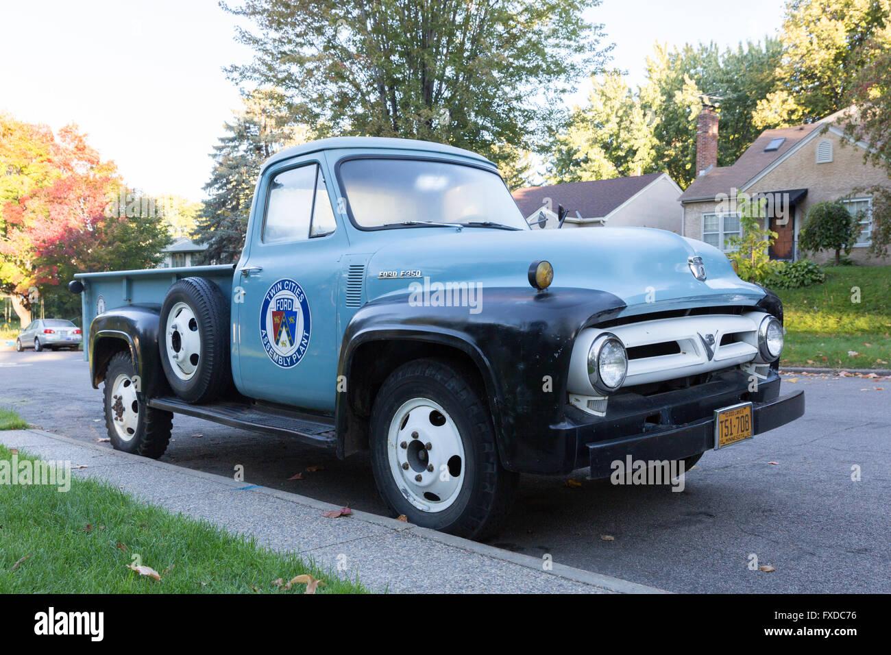 Classic Pickup Trucks Stock Photos & Classic Pickup Trucks Stock ...