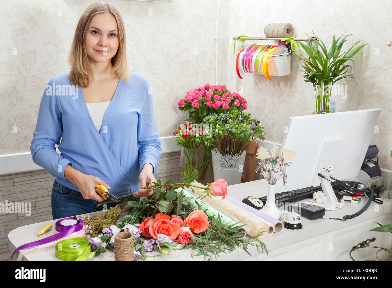Florist at work with flowers - Stock Image