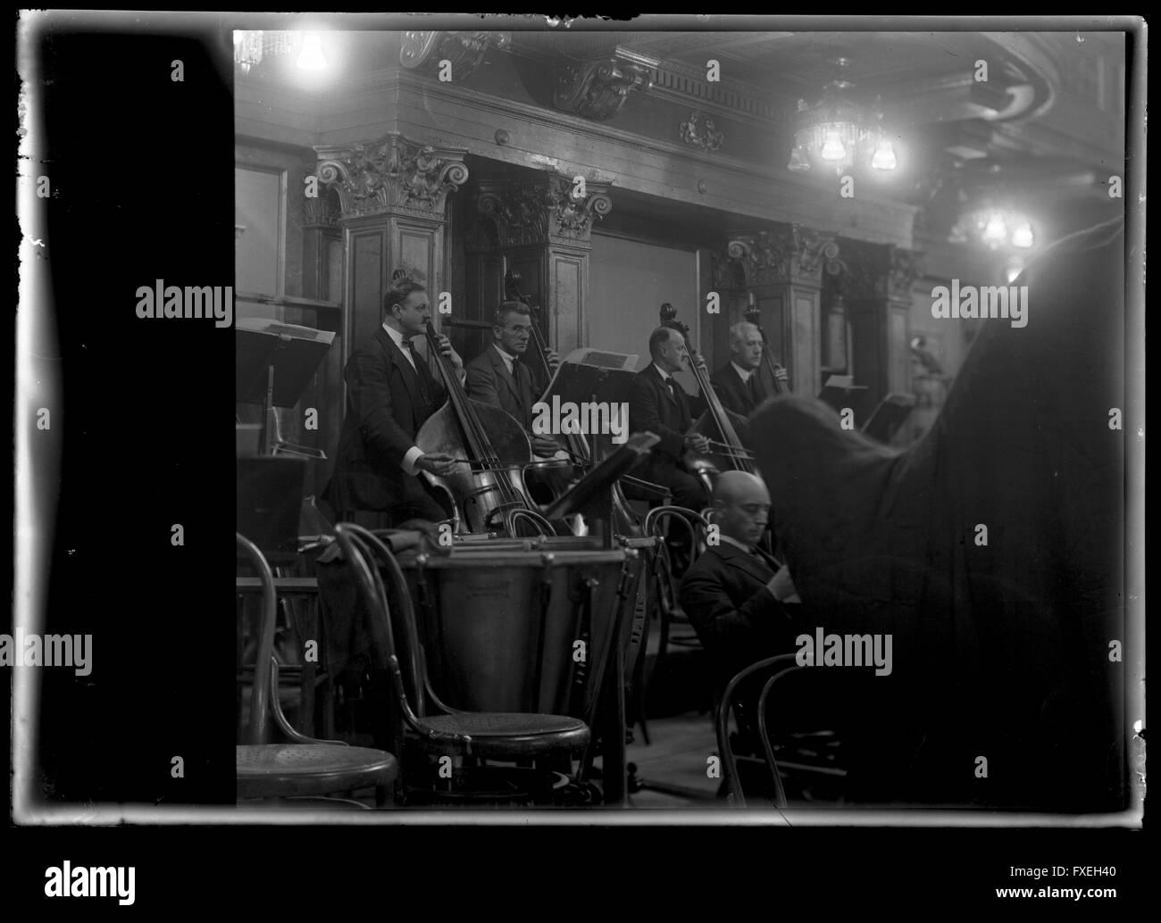 Bassgeiger der Wiener Philharmoniker - Stock Image