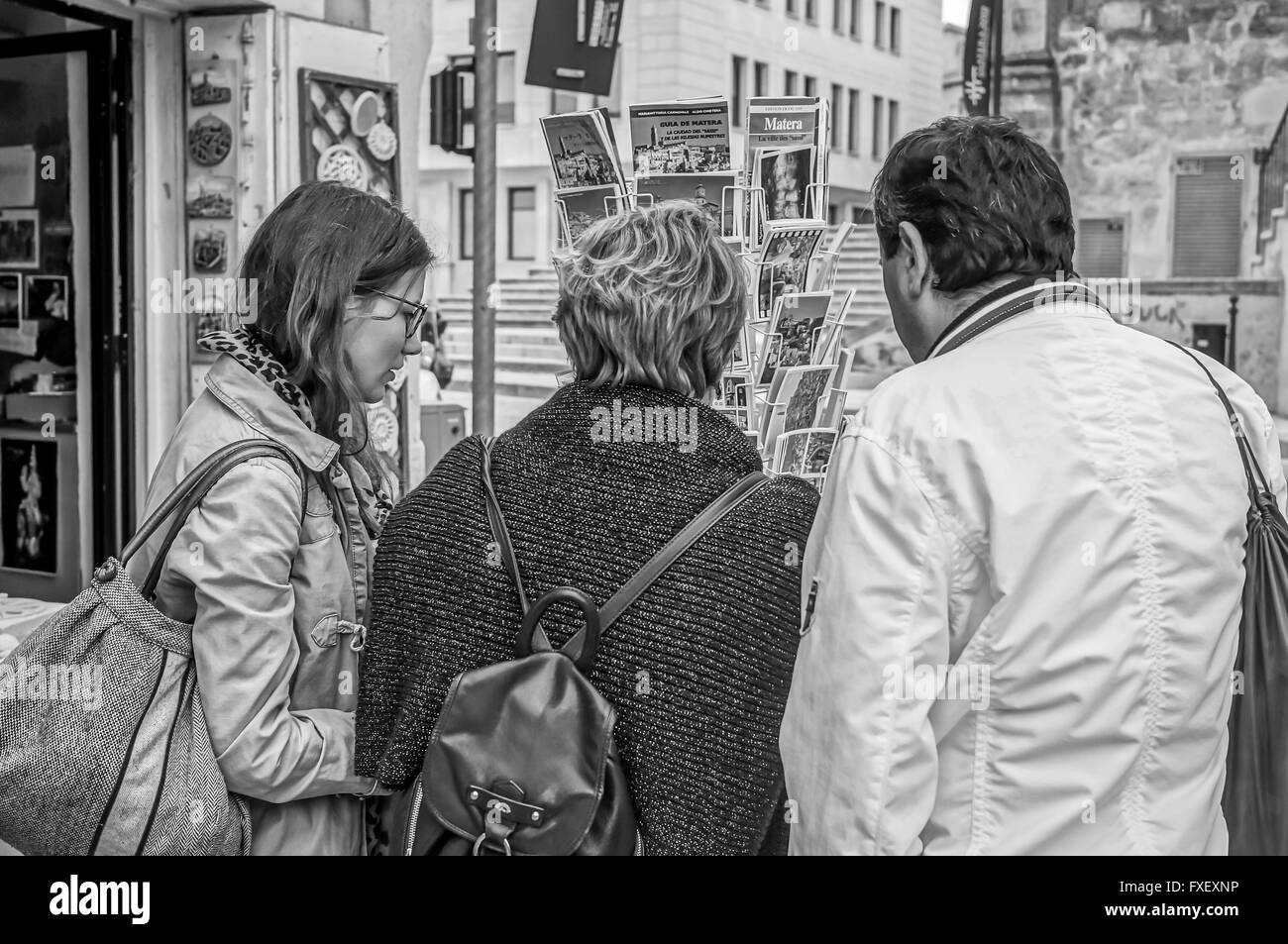 Family looking at postcards (black and white) - Stock Image