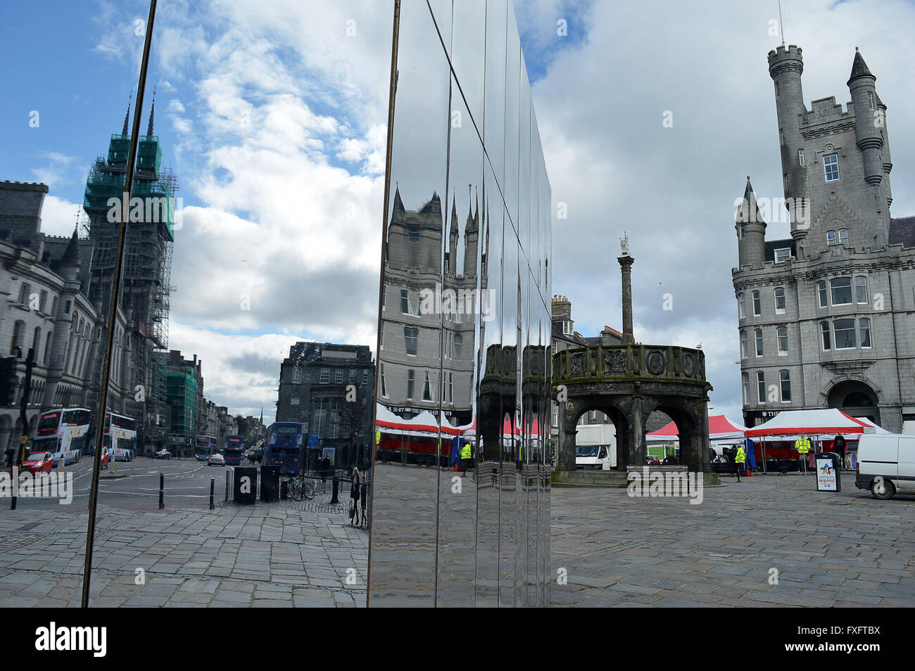 Aberdeen, Scotland, UK. 15th April, 2016. The mirrored pavilion reflects a view down Union Street from where it Stock Photo