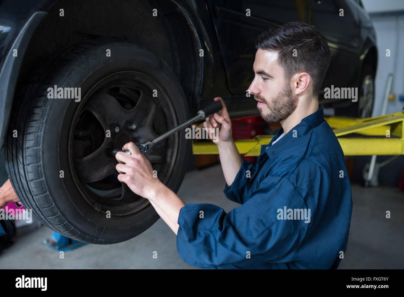 Mechanic changing car wheel - Stock Image