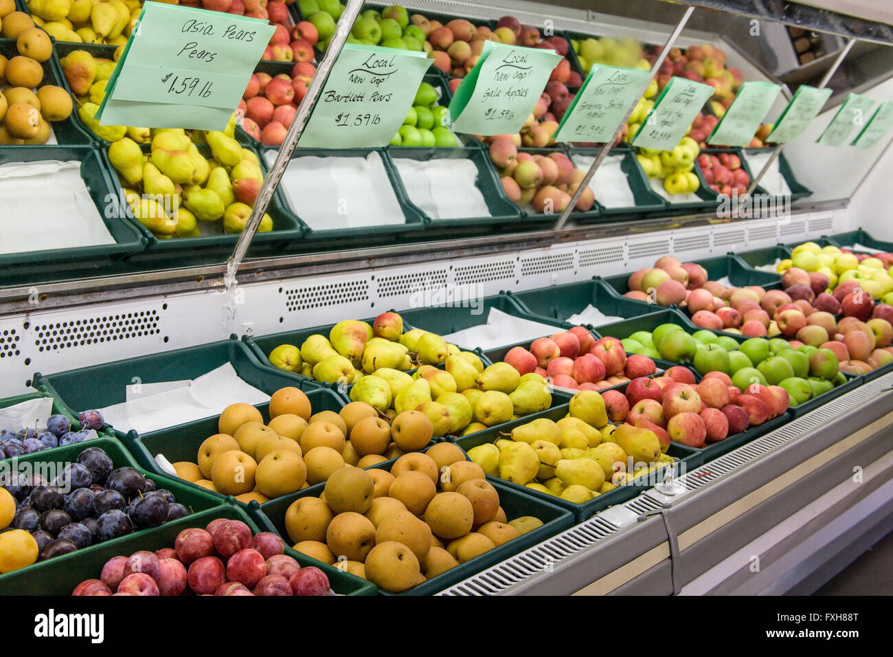 Refrigerated produce (Asia and Bartlett pears, as well as apples) for sale at a Farmers' Market near Orondo, - Stock Image