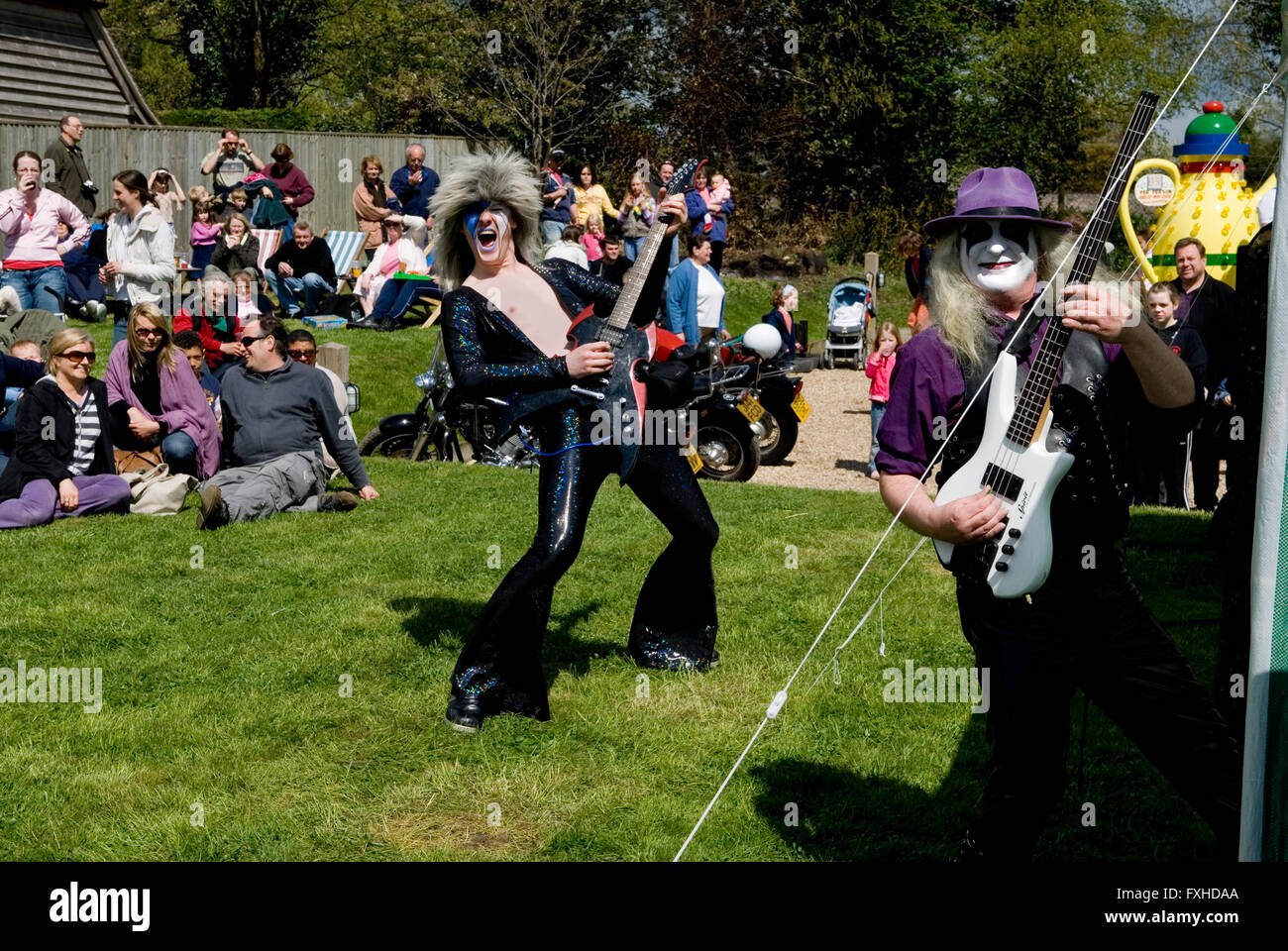 May Day Fair Glam Rock Band The Look at the Perch and Pike pub South Stoke Berkshire UK   HOMER SYKES - Stock Image