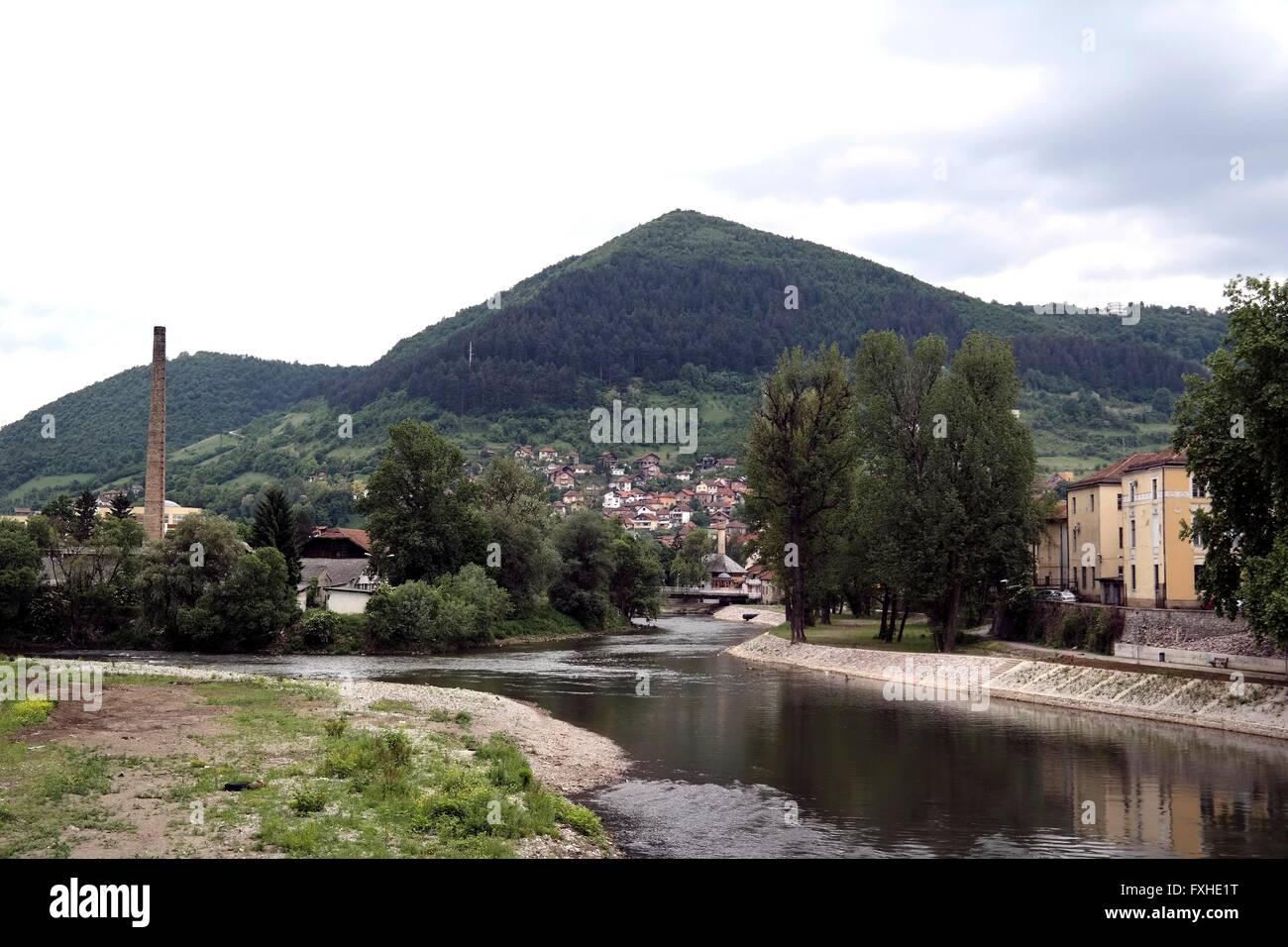 River Bosna and mountain Visočica in Visoko, Bosnia. - Stock Image