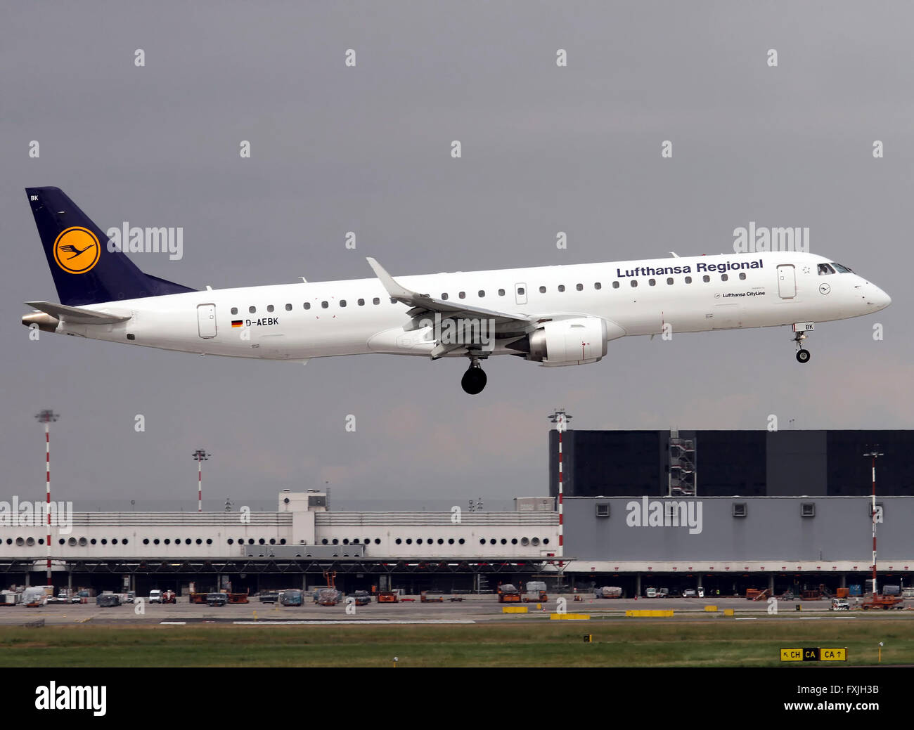 Lufthansa Cityline Embraer Erj 195 Stock Photo Alamy