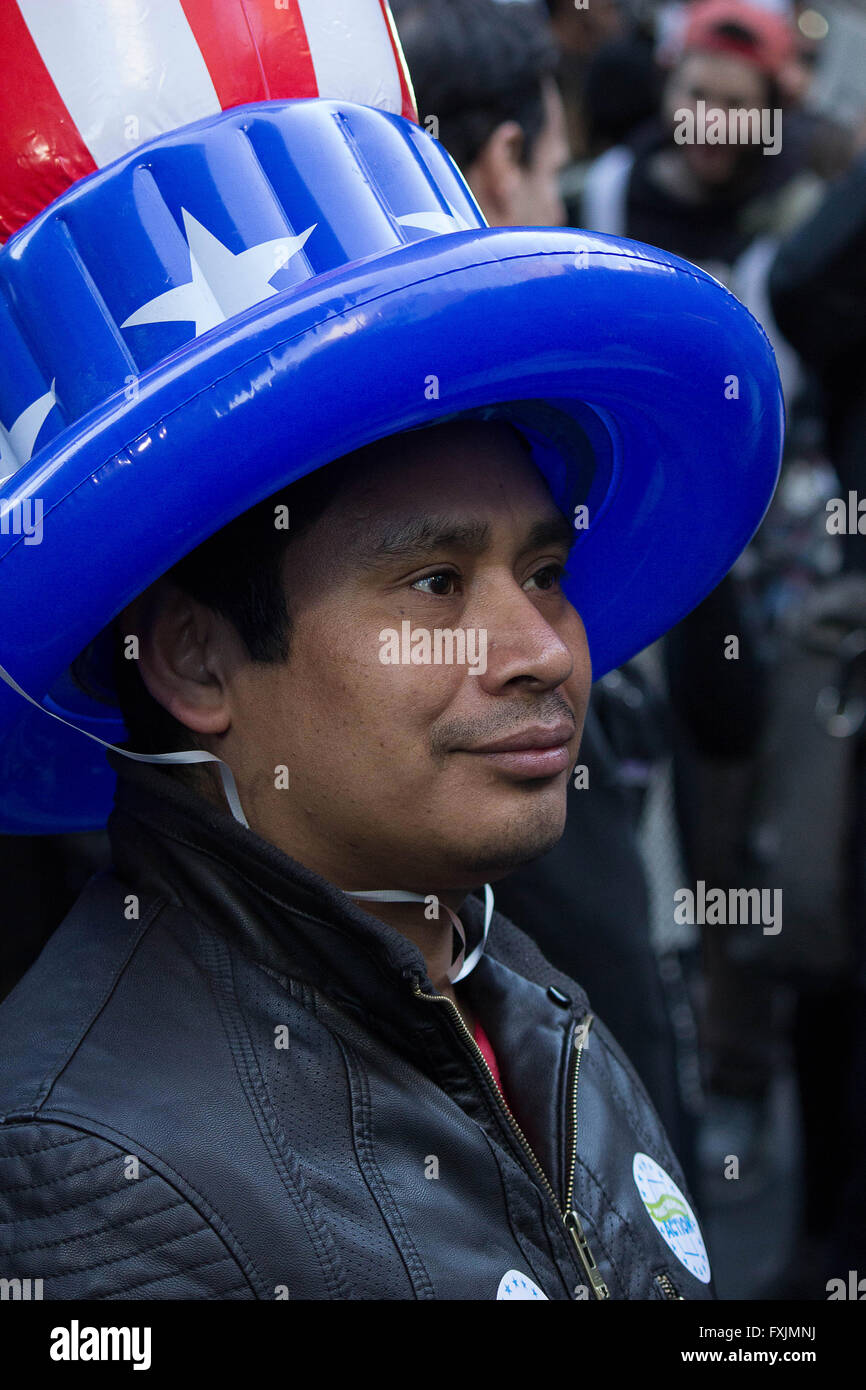 Viva America- A Mexican immigrant shows us his patriotism by wearing an 'air' hat of the American flag 2016 - Stock Image
