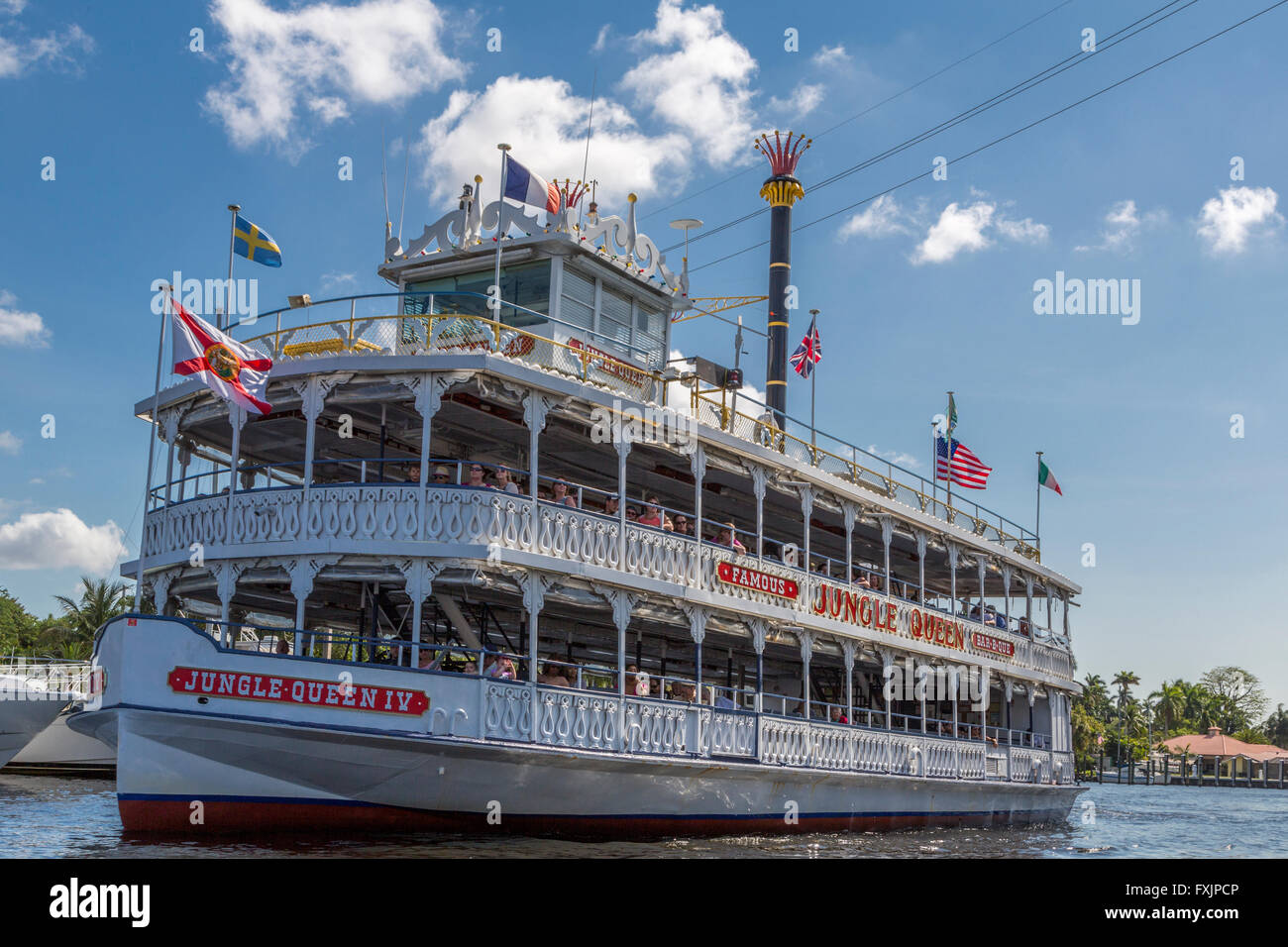 The Jungle Queen pleasure boat offers cruises, sightseeing, and guided tours around the rivers of Ft Lauderdale - Stock Image