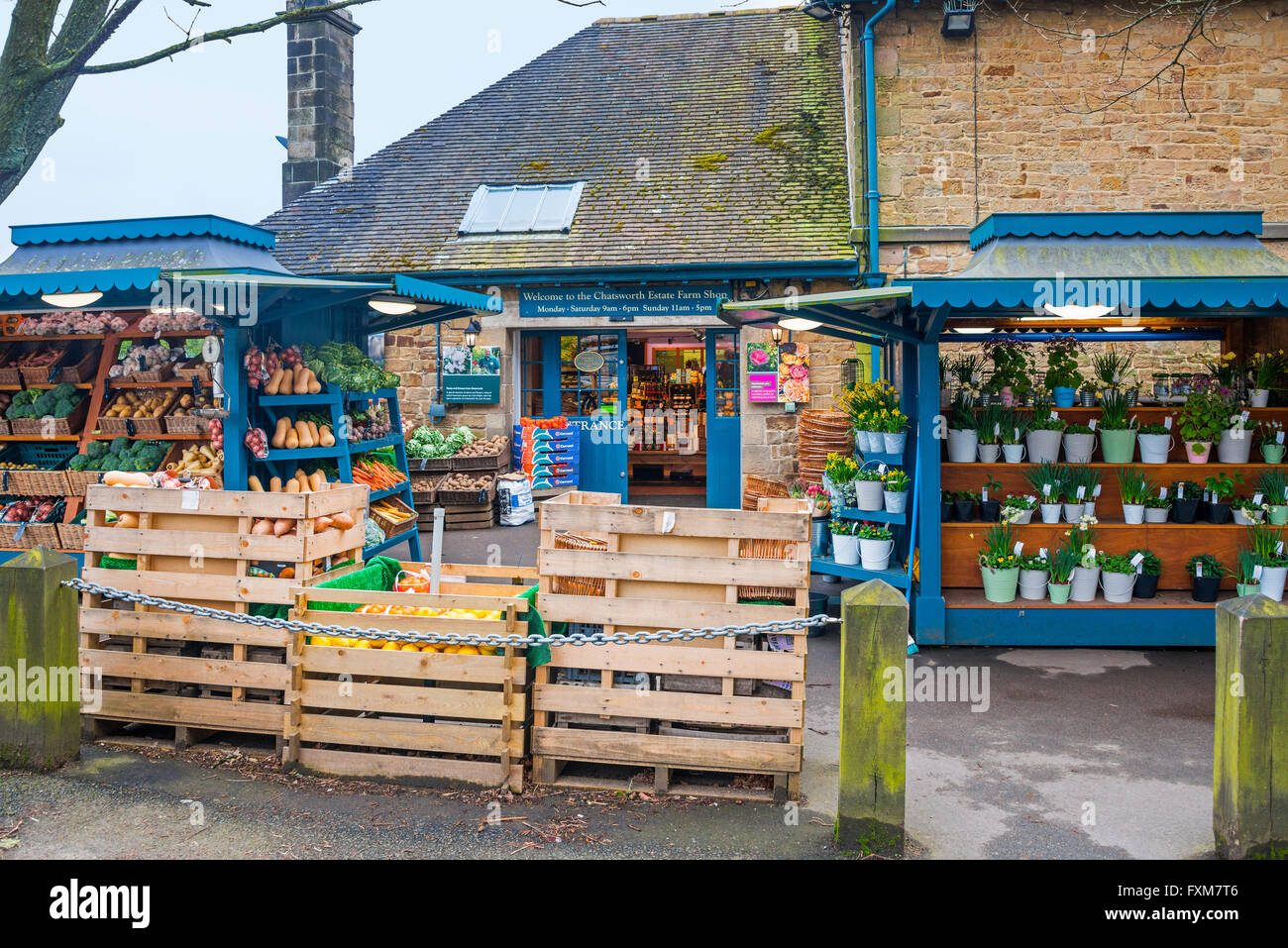 Chatsworth Farm Shop, exterior, with fruit, vegetable and flower stalls - Stock Image