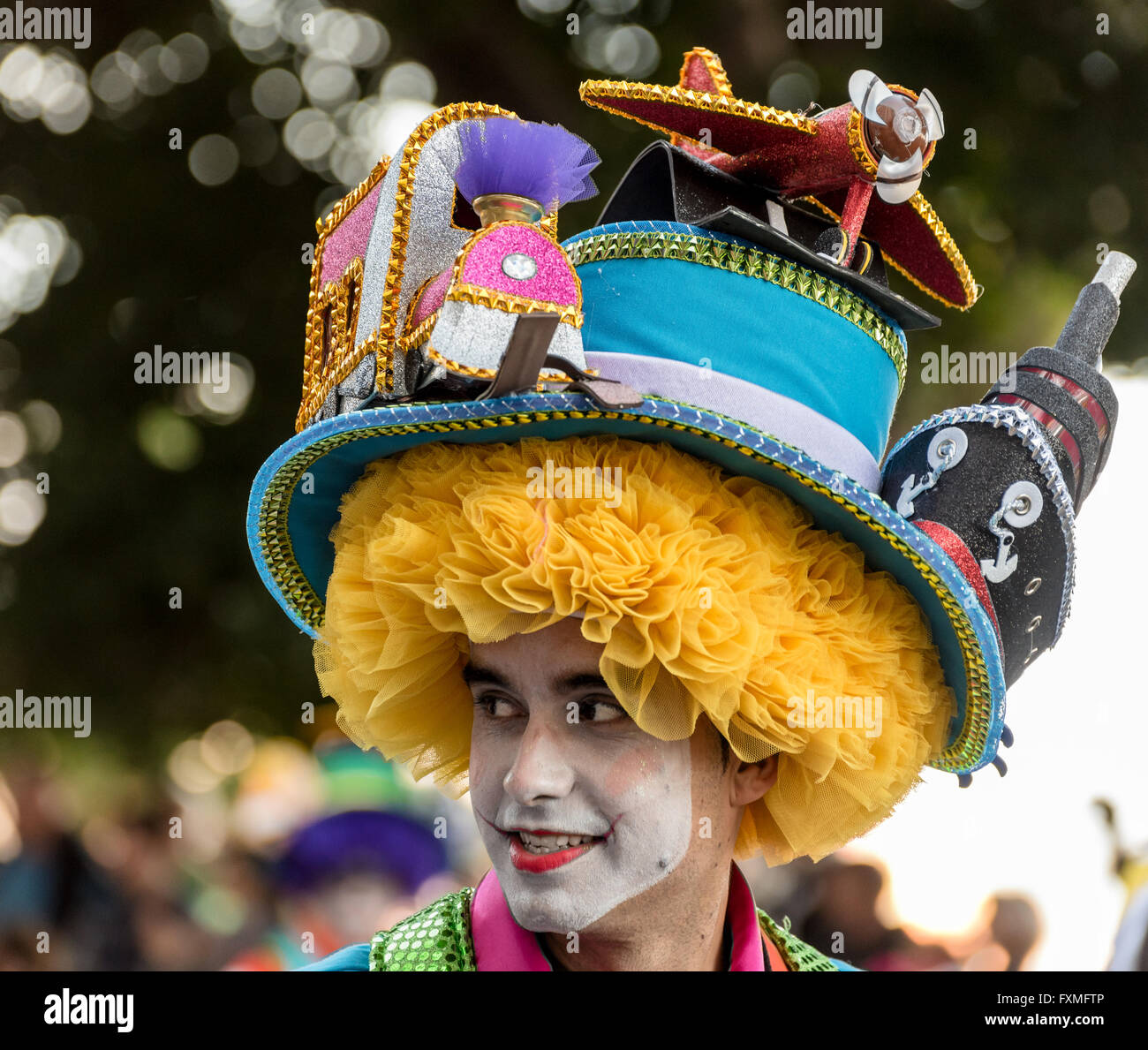 Man wearing elaborate hat - Trains, Boats and Planes, Carnival Procession, Santa Cruz, Tenerife - Stock Image