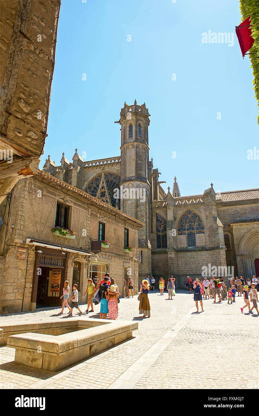 Place Auguste Pierre Pont and St Nazaire Basilica, Carcassonne, France - Stock Image