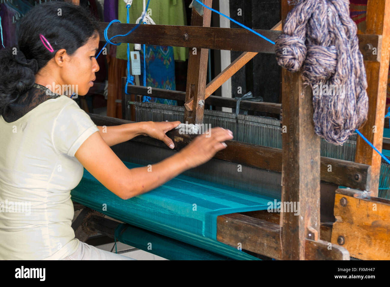 Woman Weaving on Loom, Ubud, Bali, Indonesia - Stock Image