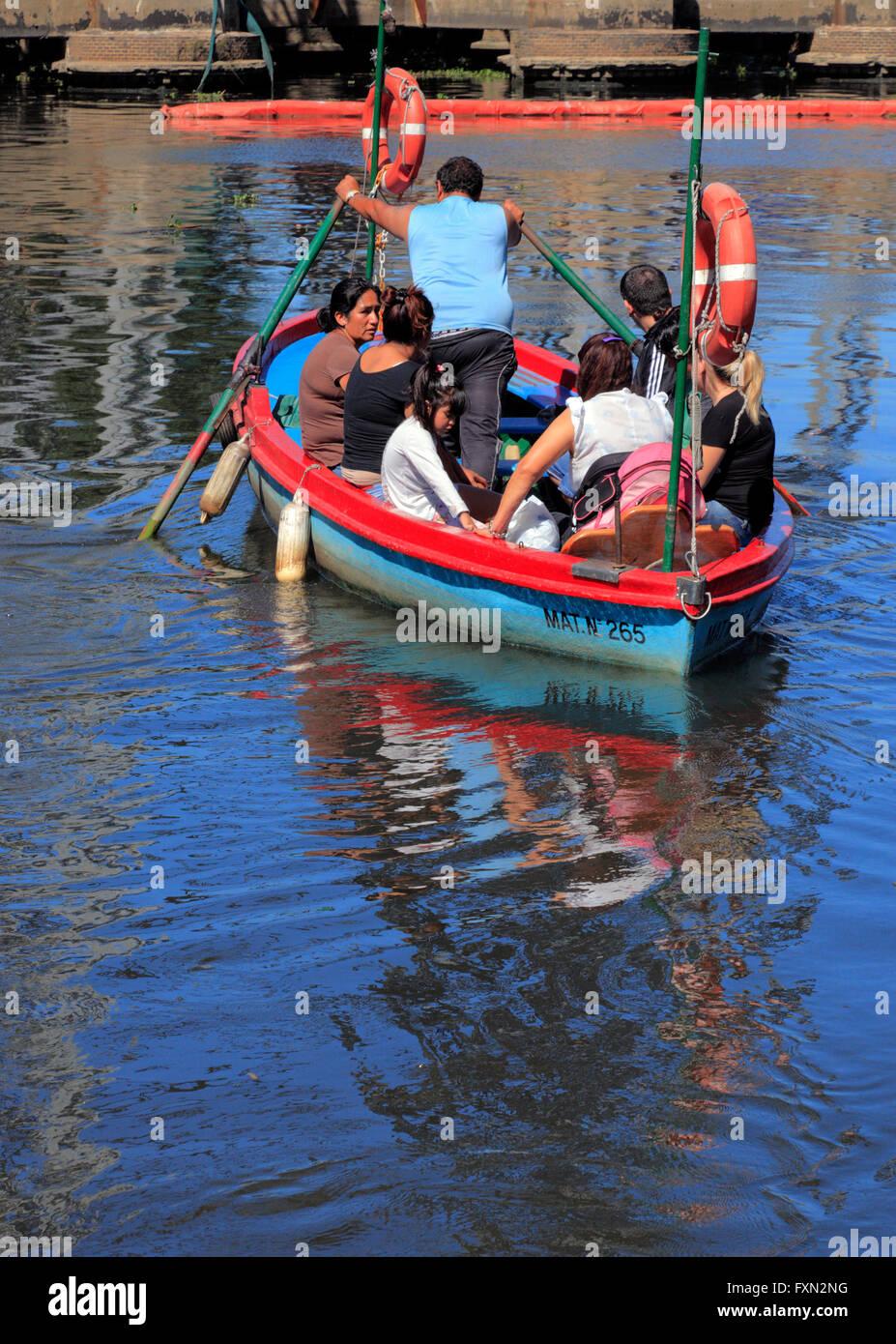 row boat with scholars under Nicolas Avellaneda bridge, at 'La vuelta de Rocha'. La Boca, Buenos Aires, - Stock Image