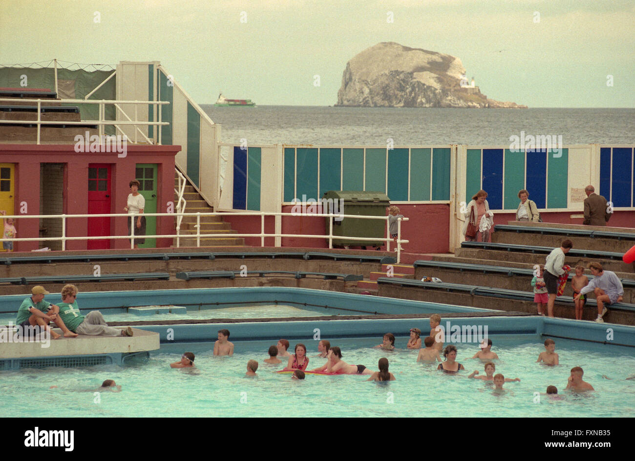 Old Swimming Pool : The old outdoor swimming pool in north berwick east