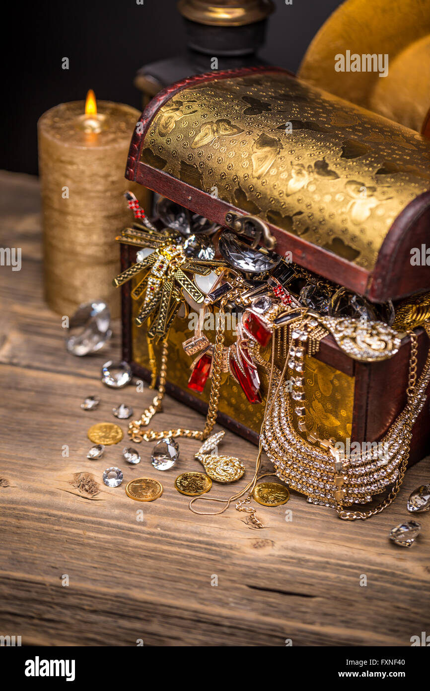 Pirate Treasure Chest Stock Photos & Pirate Treasure Chest ...
