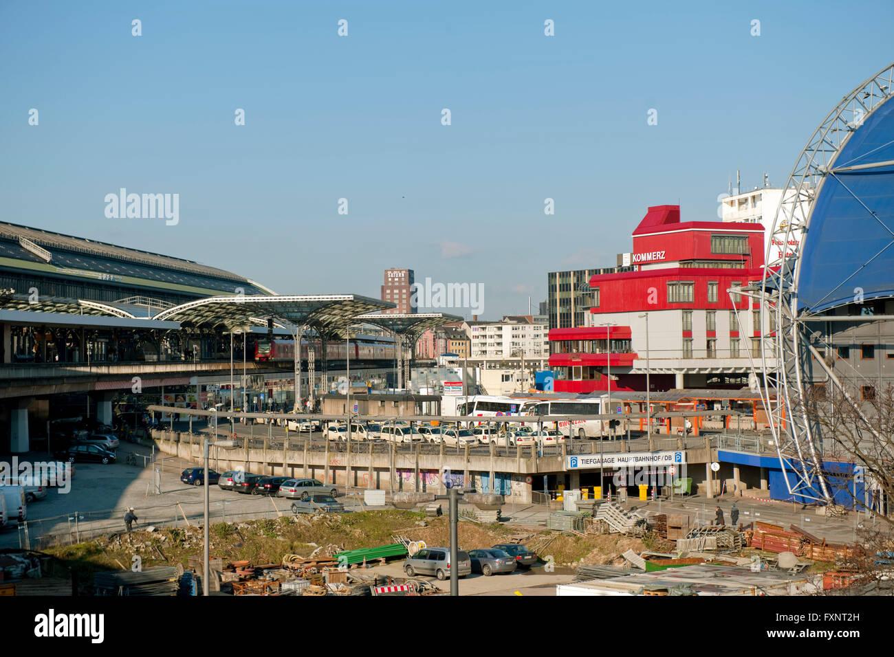 Köln, Busbahnhof und ewige Baustelle am Bahnhof ( Rückseite ) - Stock Image