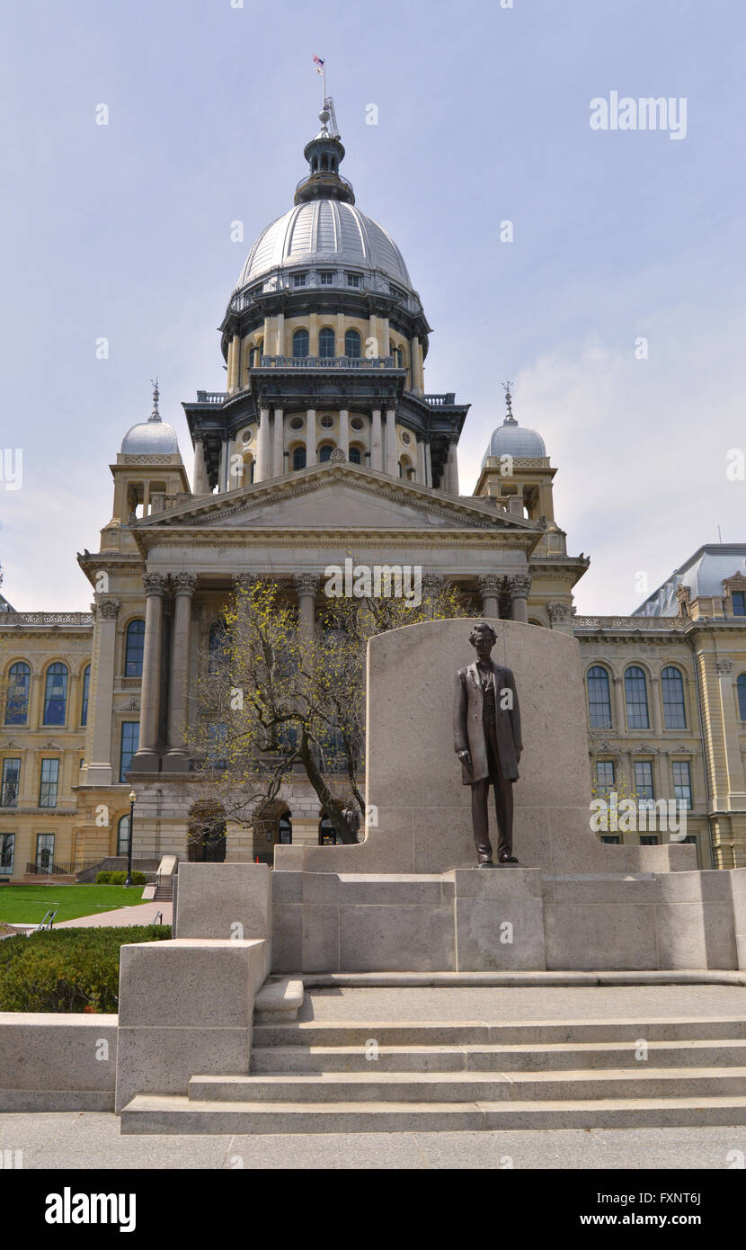 Statue of President Abraham Lincoln outside the Illinois State Capitol in Springfield, Illinois, USA - Stock Image
