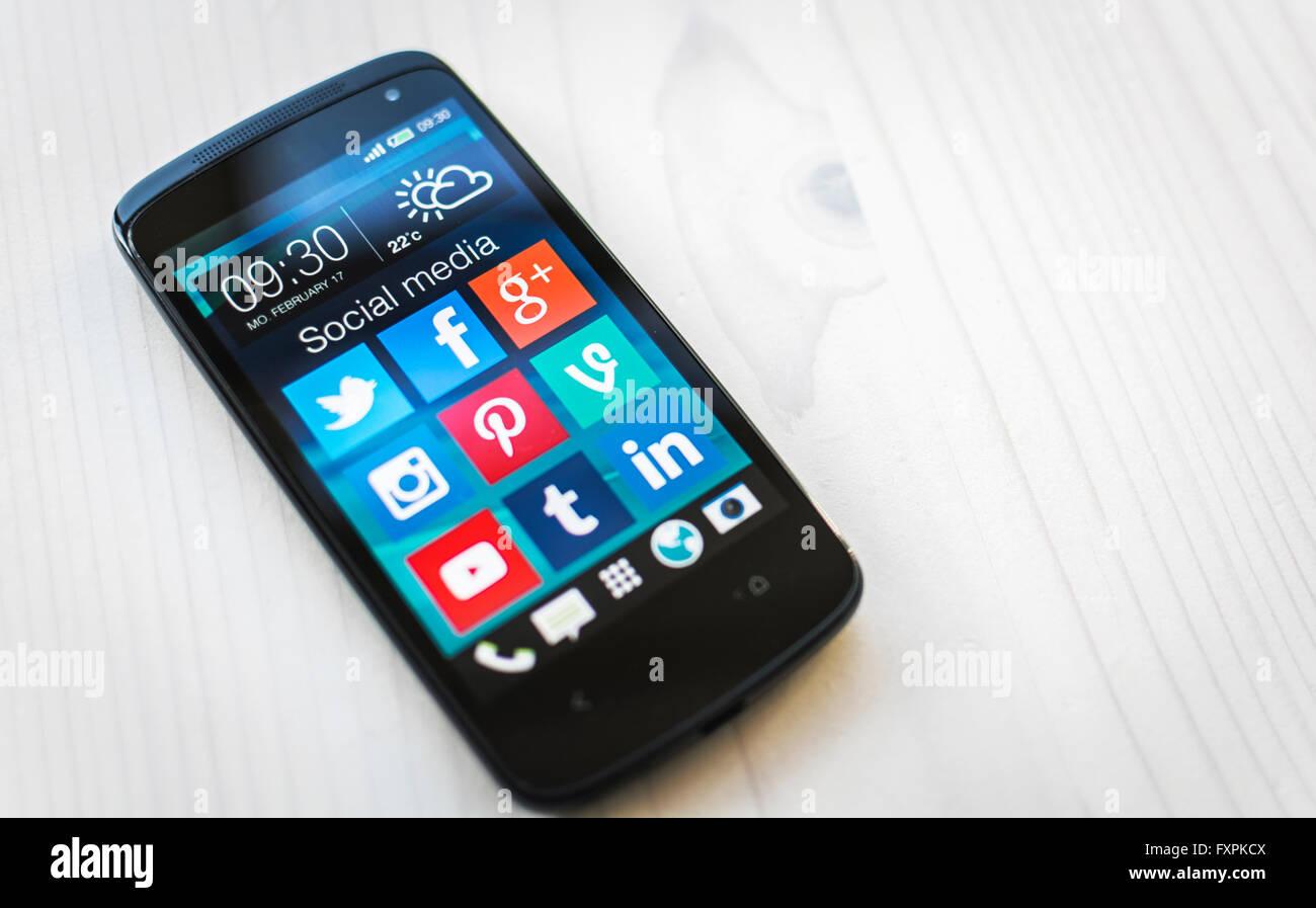 social media icons on samsung smartphone screen - Stock Image