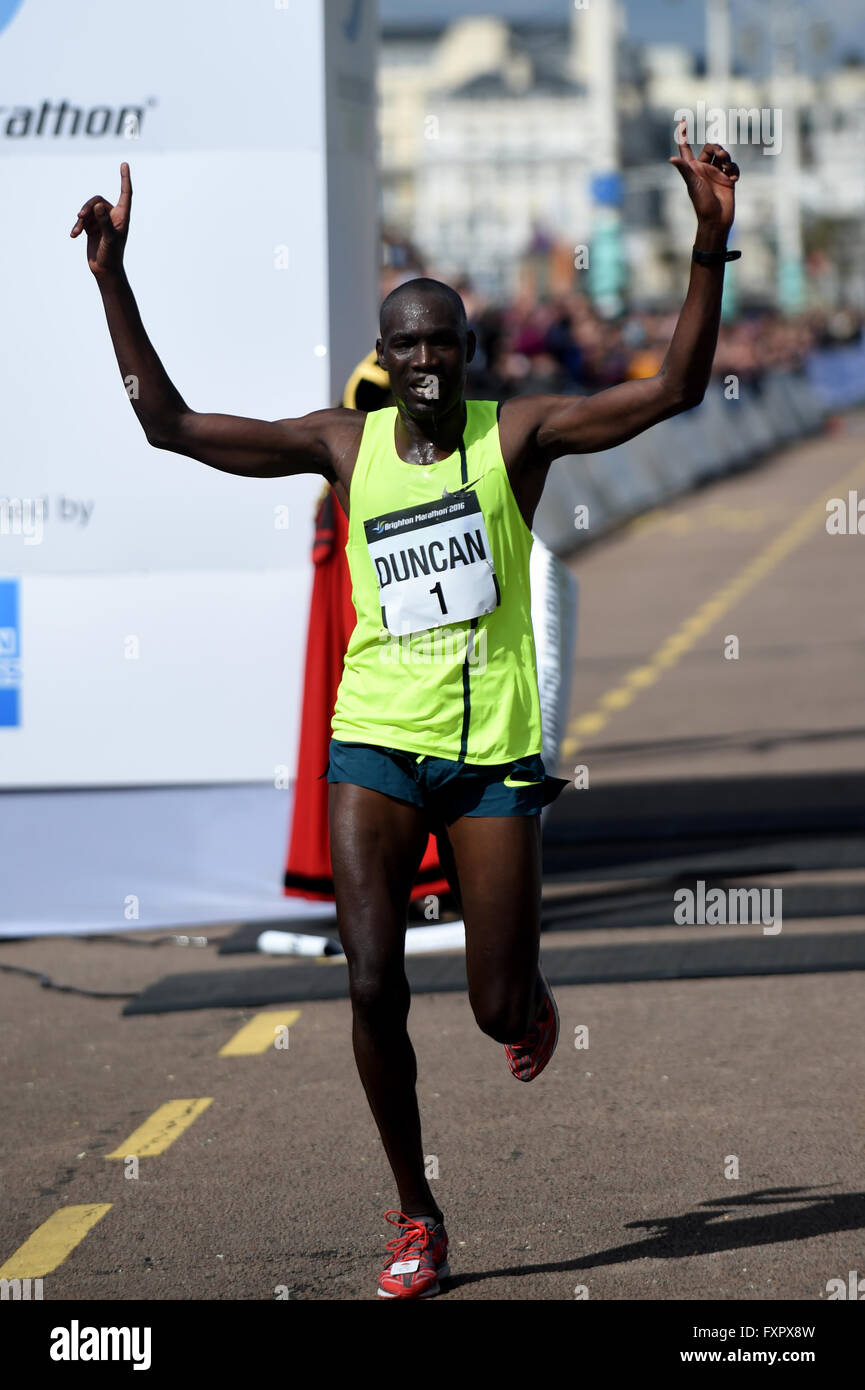 Brighton, UK. 17th Apr, 2016. 2016 Brighton Marathon: Winner  defending champion Duncan Maiyo  from  in a time of - Stock Image