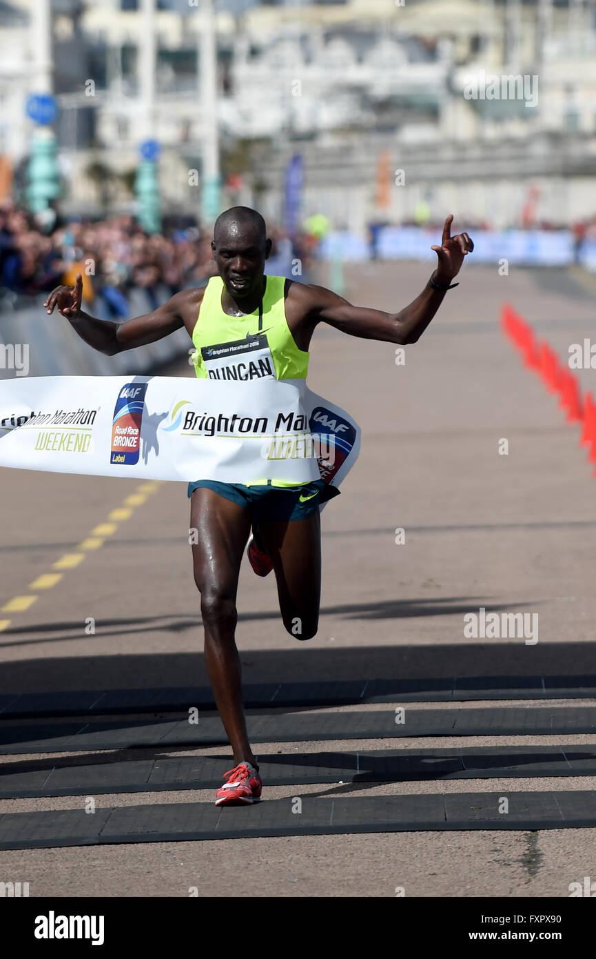 Brighton, UK. 17th Apr, 2016. 2016 Brighton Marathon: Winner  defending champion Duncan Maiyo   from Kenya  in a - Stock Image