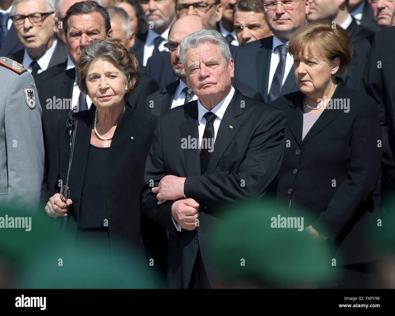 Bonn, Germany. 17th Apr, 2016. Widow Barbara Genscher (front L-R), German President Joachim Gauck and German Chancellor - Stock Image