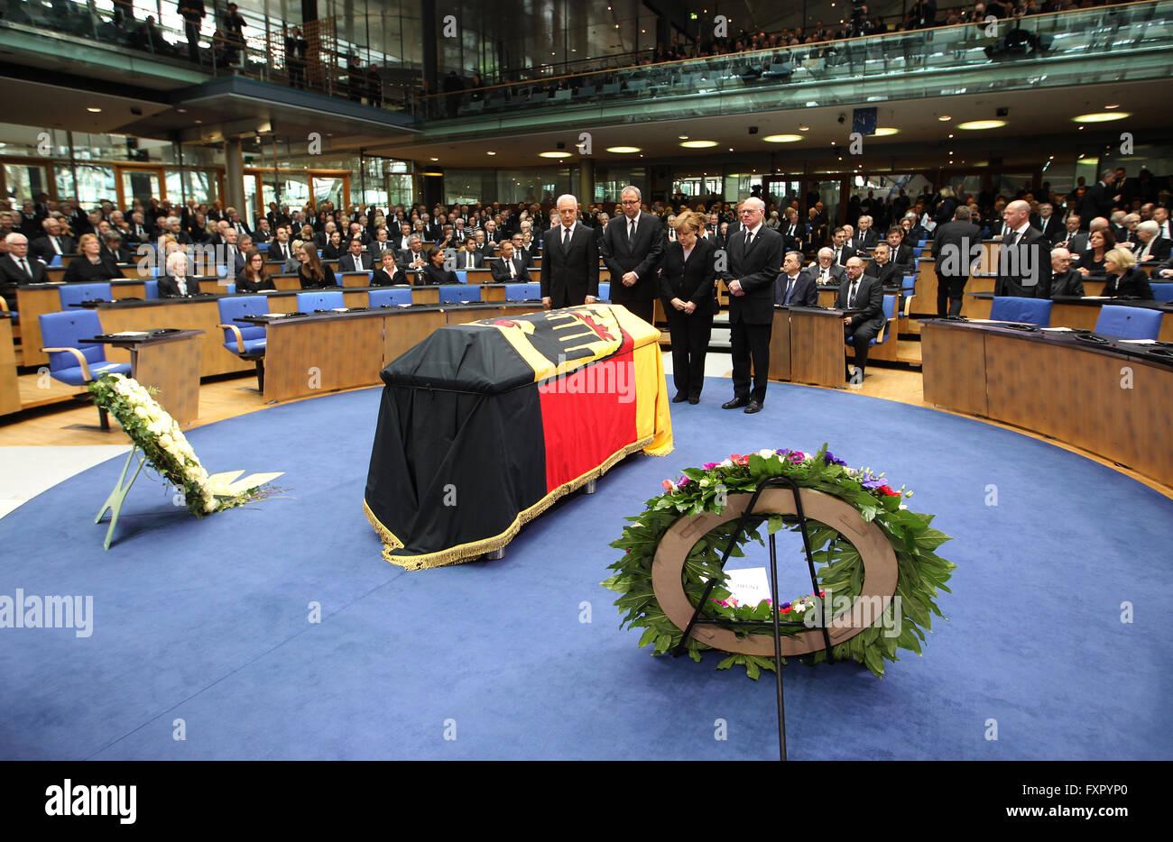 Bonn, Germany. 17th Apr, 2016. Stanislaw Tillich (L-R), president of the Bundesrat, a legislative body representing - Stock Image
