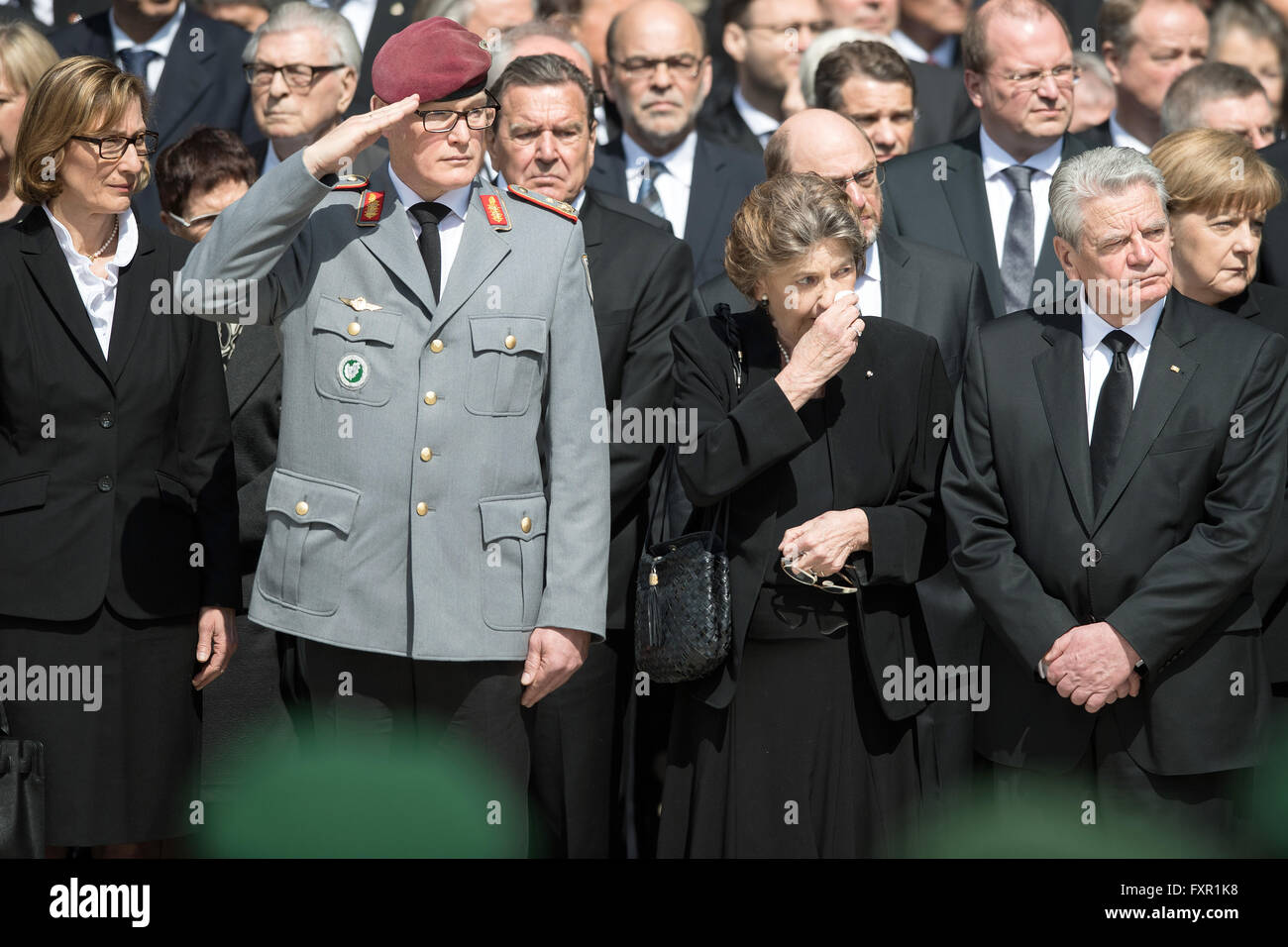 Bonn, Germany. 17th Apr, 2016. Martina Zudrop (L-R), daughter of former German foreign minister Hans-Dietrich Genscher, - Stock Image