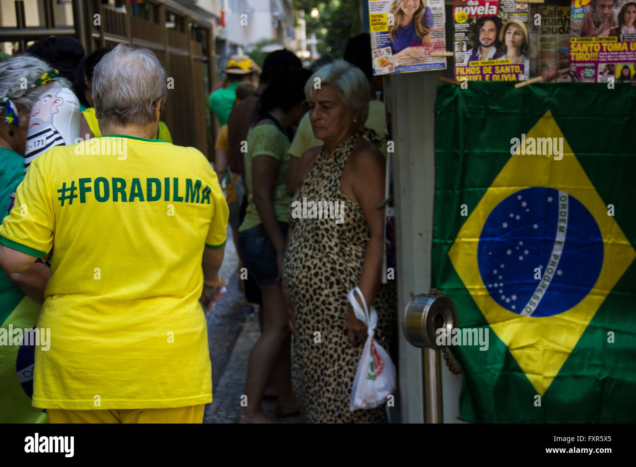 Rio de Janeiro, Brazil, 17 April 2016: Thousands of demonstrators protesting in favor of impeachment of Rousseff - Stock Image