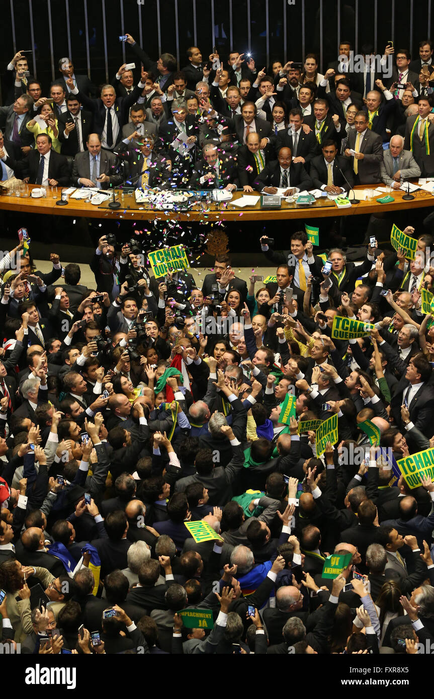 Brasilia, Brazil. 17th Apr, 2016. Lawmakers celebrate after they reached the votes needed to authorize President - Stock Image
