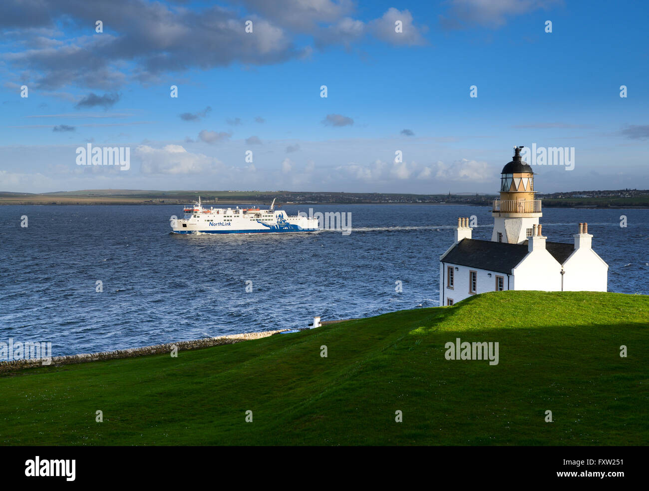 MV Hamnavoe sailing from Scrabster past Holborn Head Lighthouse and Thurso on her way to Stromness, Orkney Isles. - Stock Image