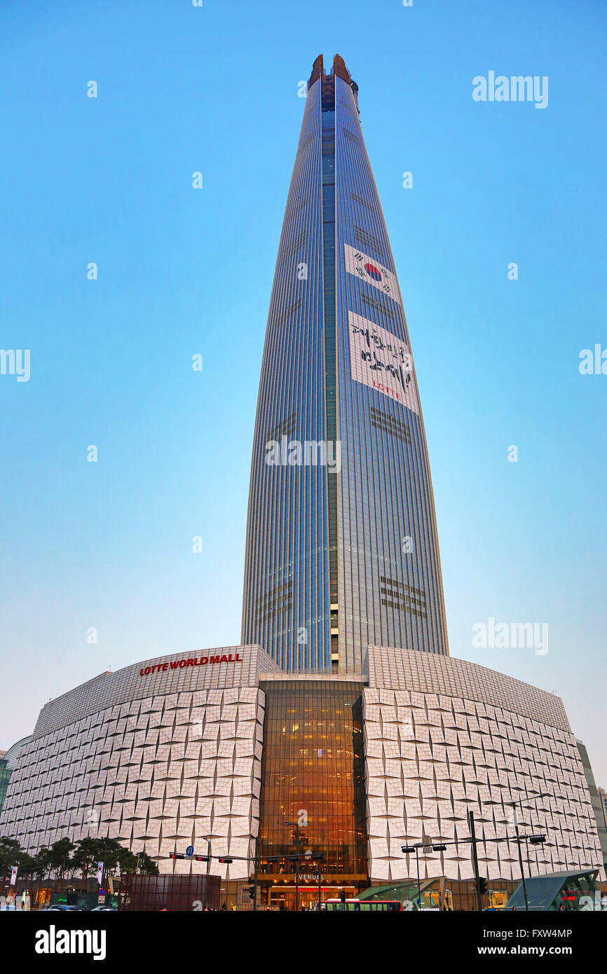 The Lotte World Tower And The Lotte World Mall In Jamsil