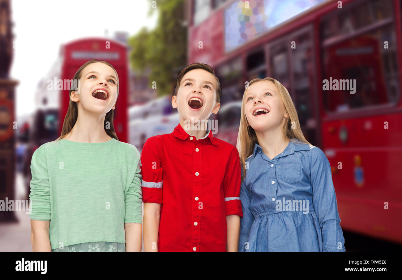 amazed boy and girls looking up over london city - Stock Image