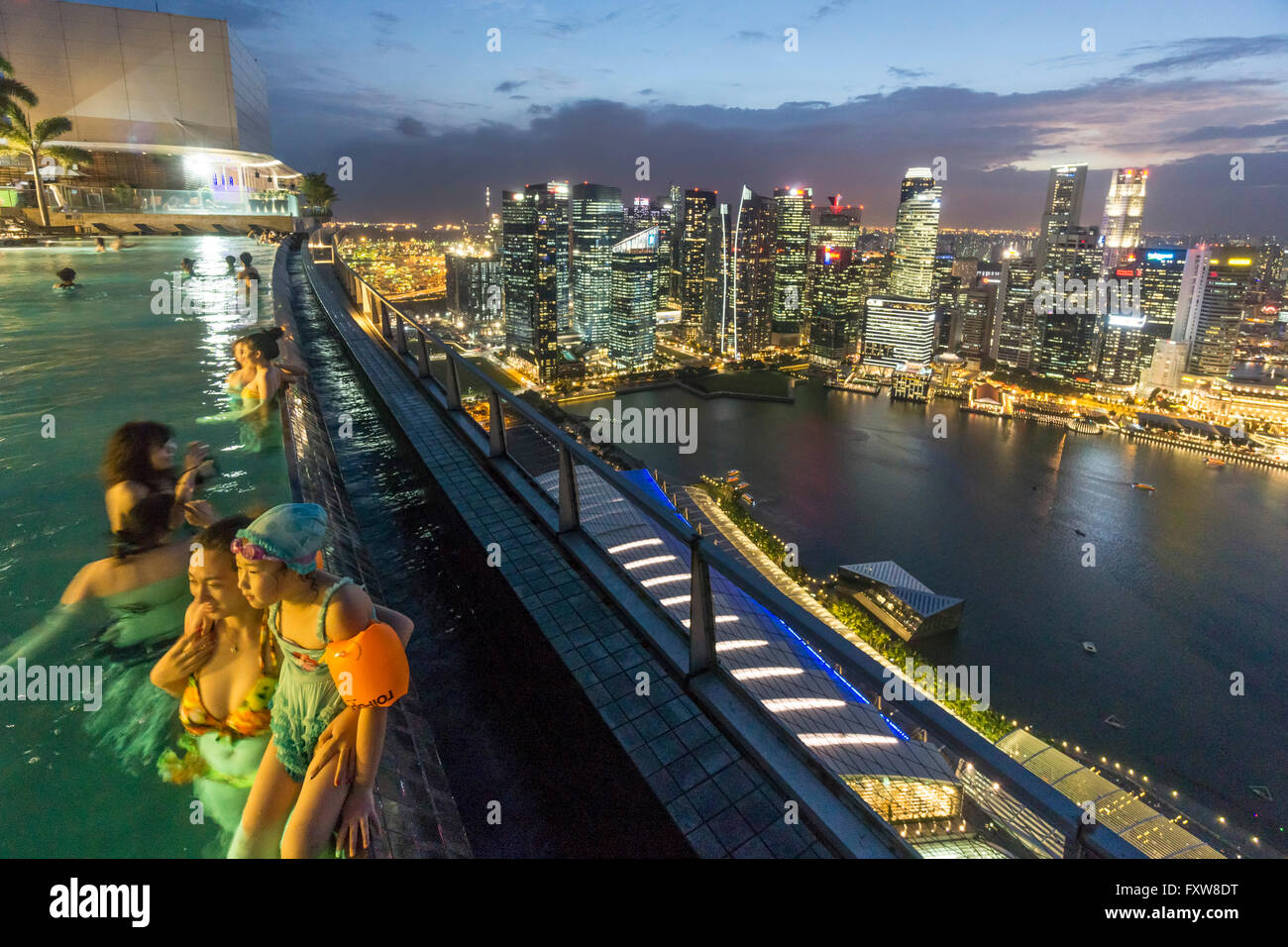 Marina Bay Sands , Infinity pool, Roof Terasse, Skyline,  Marina Bay, Singapore, Singapur, Southest Asia travelstock44 Stock Photo