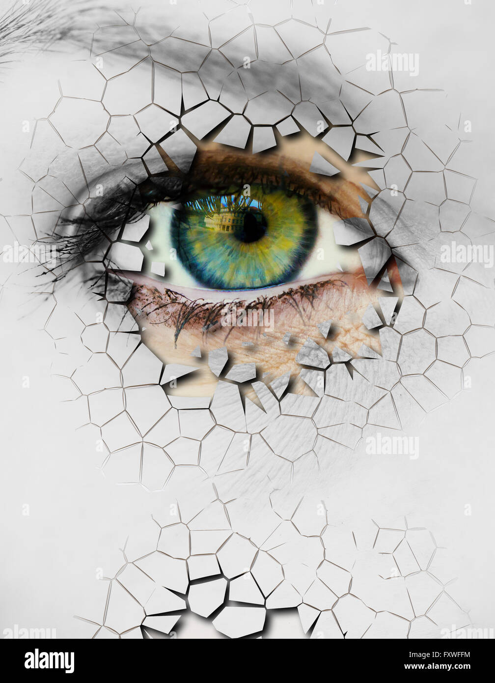 Woman face with cracked surface - Stock Image