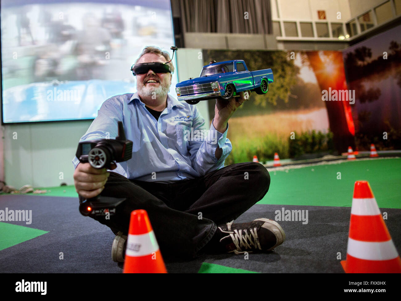 Dortmund, Germany. 19th Apr, 2016. Gernot Steenblock of Horizon Hobby GmbH presenting an FPV ('First Person - Stock Image