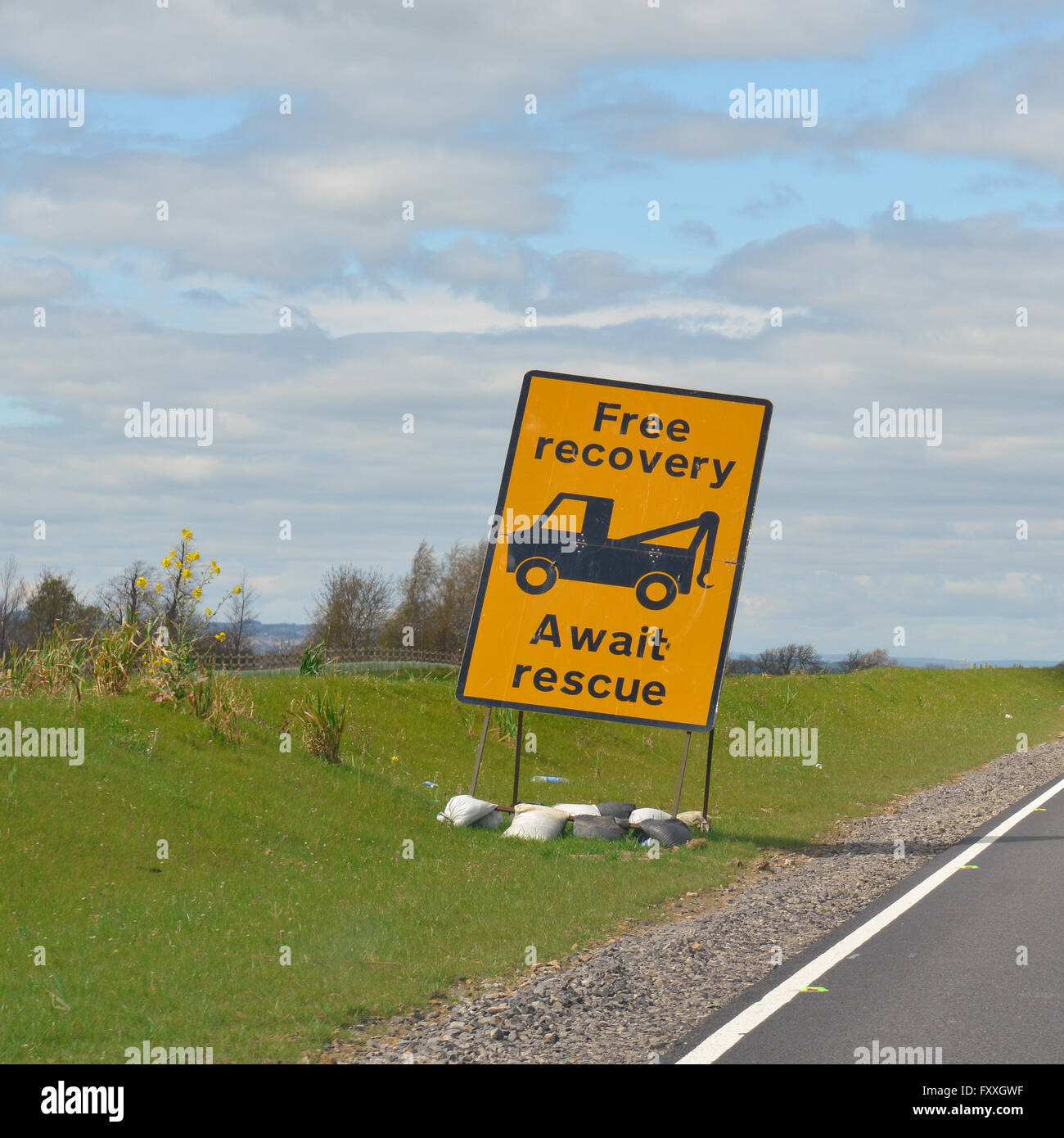 'Free recovery await rescue' sign in roadworks on A1 (M), Yorkshire, England, UK - Stock Image