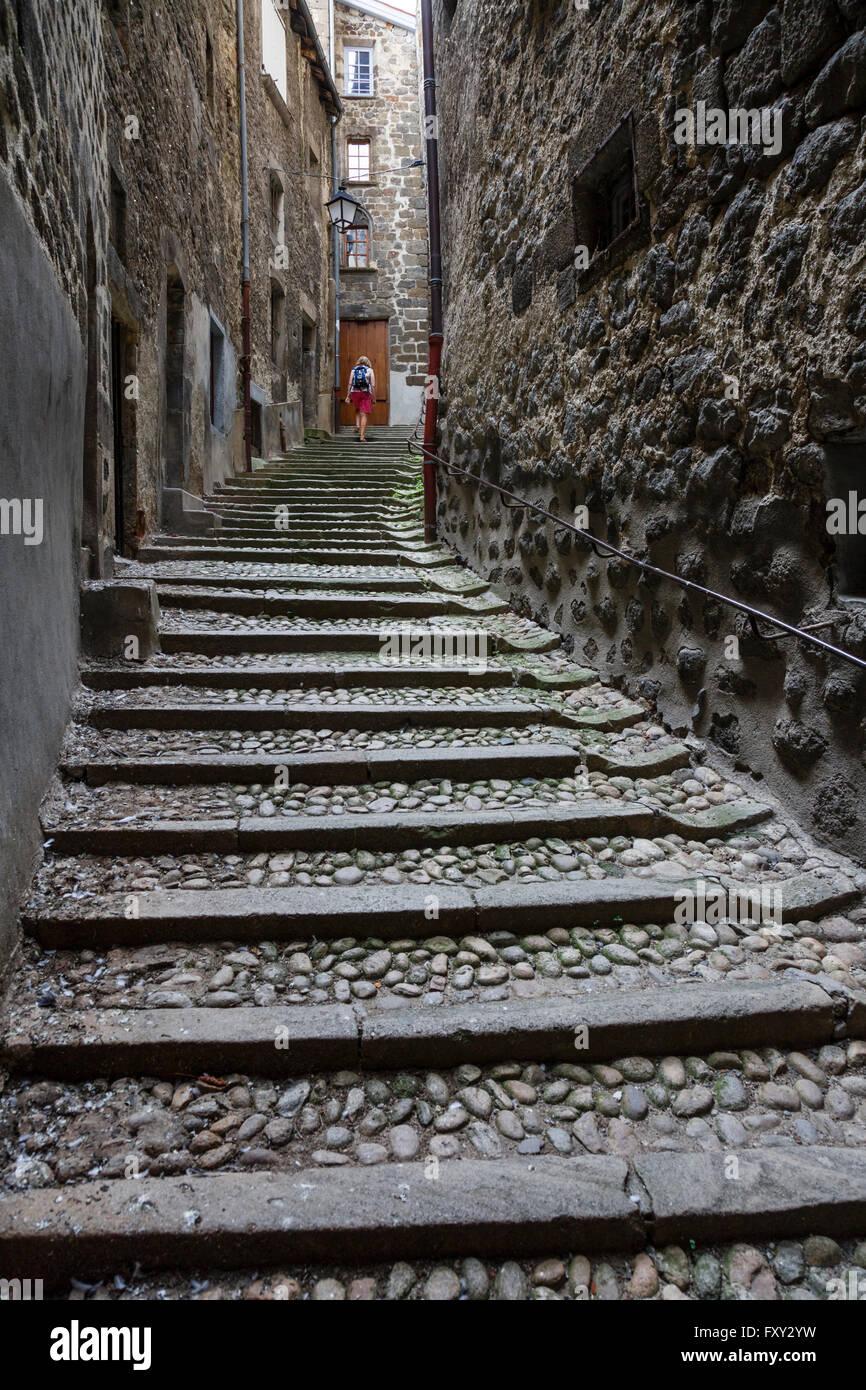 Alleyway in Le Puy-en-Velay, Haute-Loire, France - Stock Image