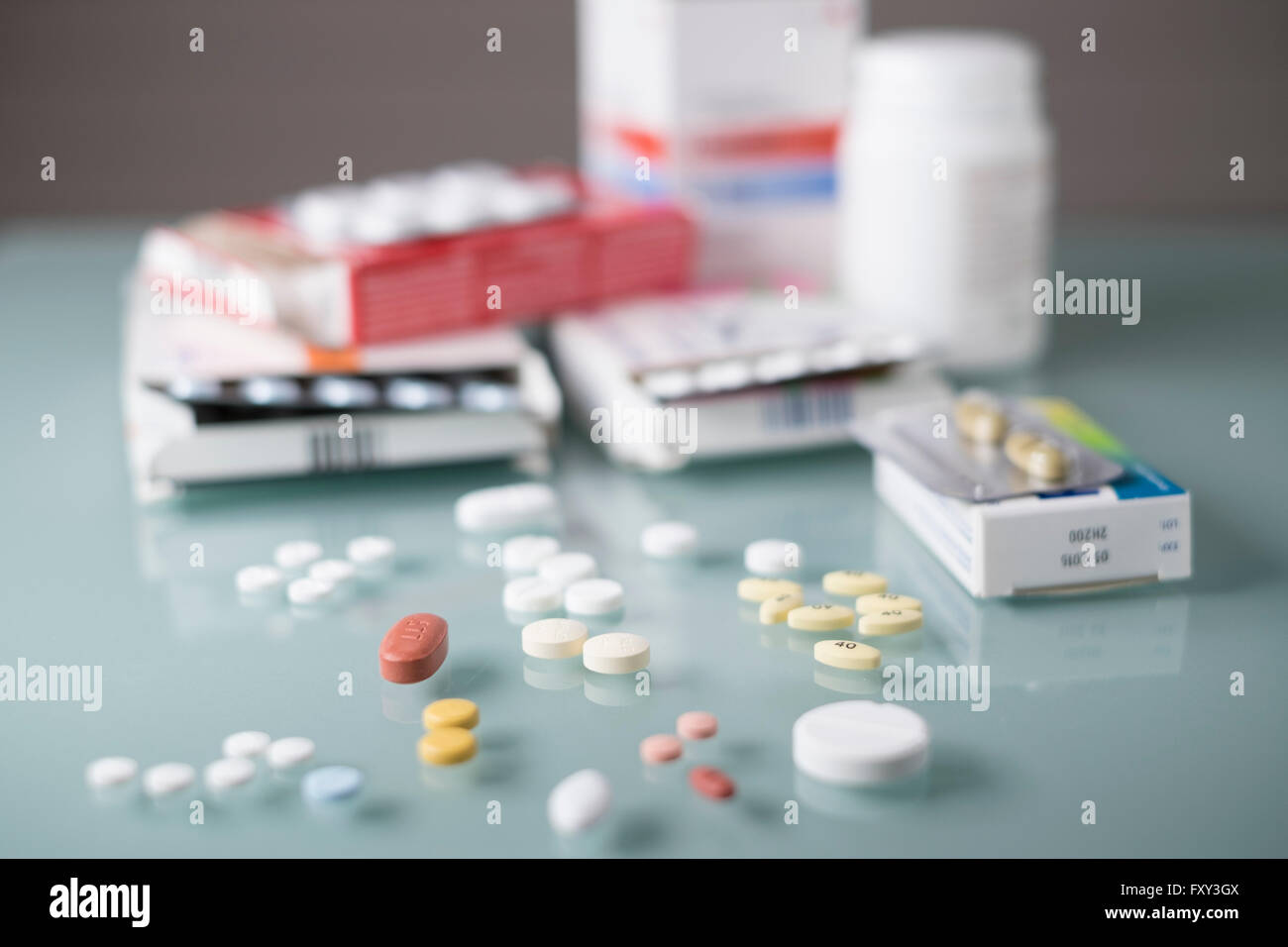 Pills and Packaging horizontal - Stock Image