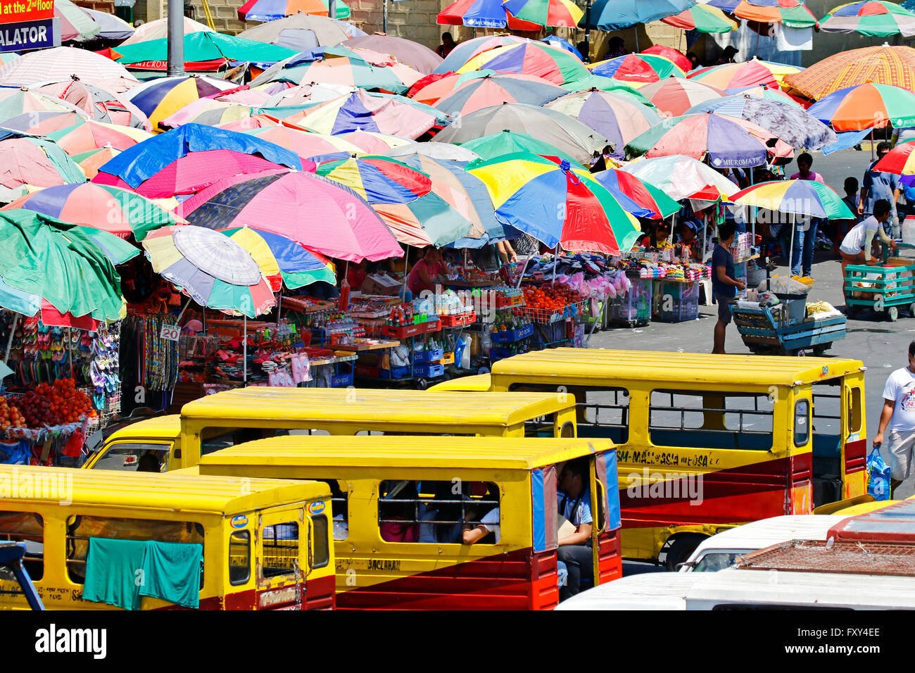 MINI BUSES & PEDESTRIANS BACLARAN MANILA PHILIPPINES 05 May 2015 - Stock Image