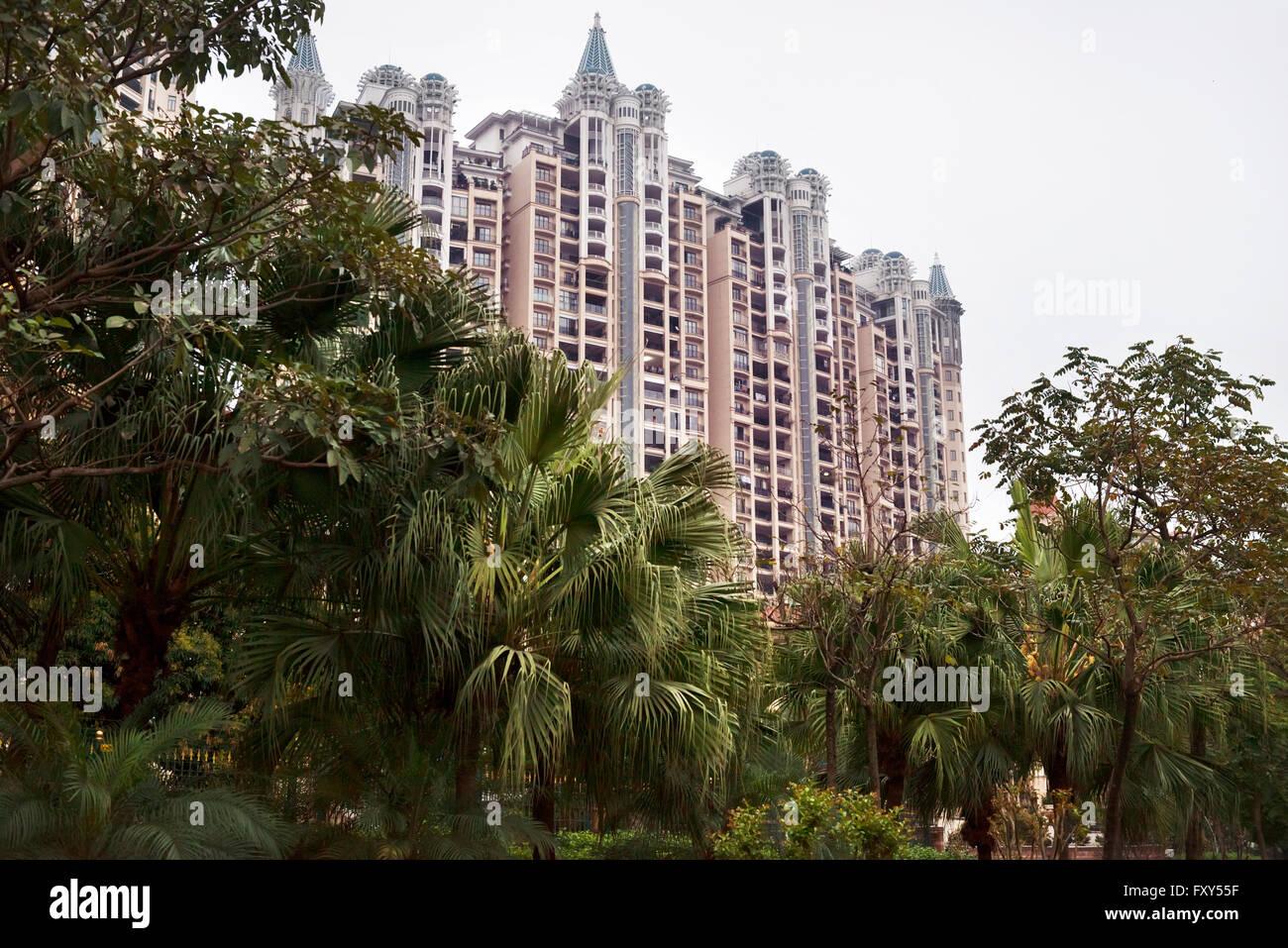 Luxury high-rise condo in an expensive residential neighbourhood in Hu Jing Lu, Chancheng Qu, Huanhu Garden, Foshan - Stock Image