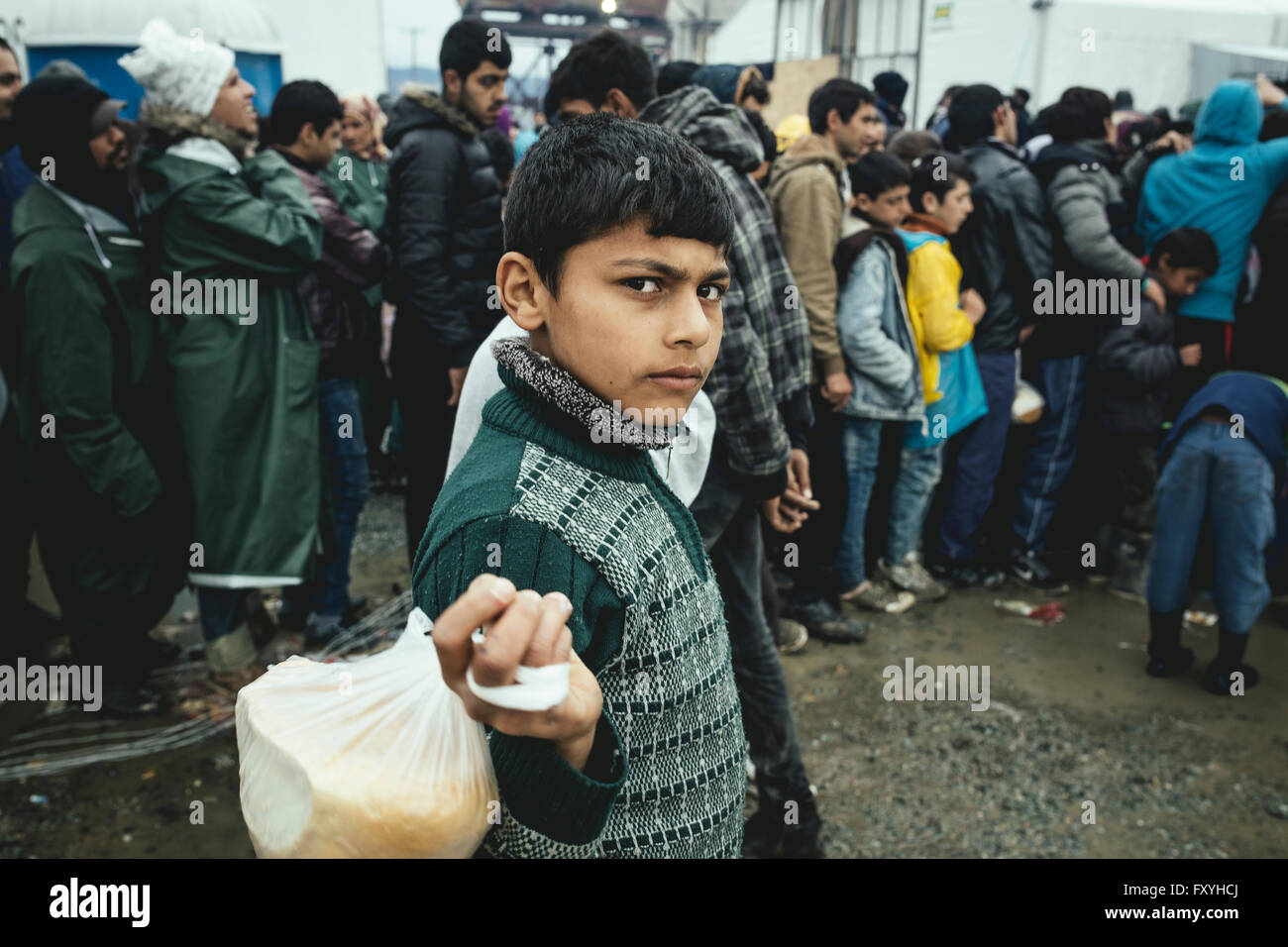 Food distribution, refugee camp in Idomeni, border with Macedonia, Greece - Stock Image