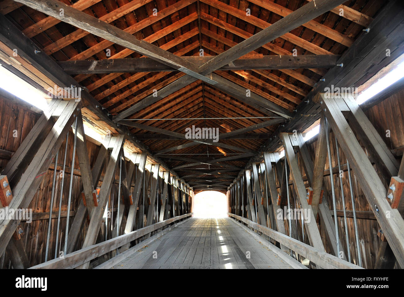 Old wooden bridge Red Covered Bridge over the Hoosic River, Buskirk, New York State, USA - Stock Image