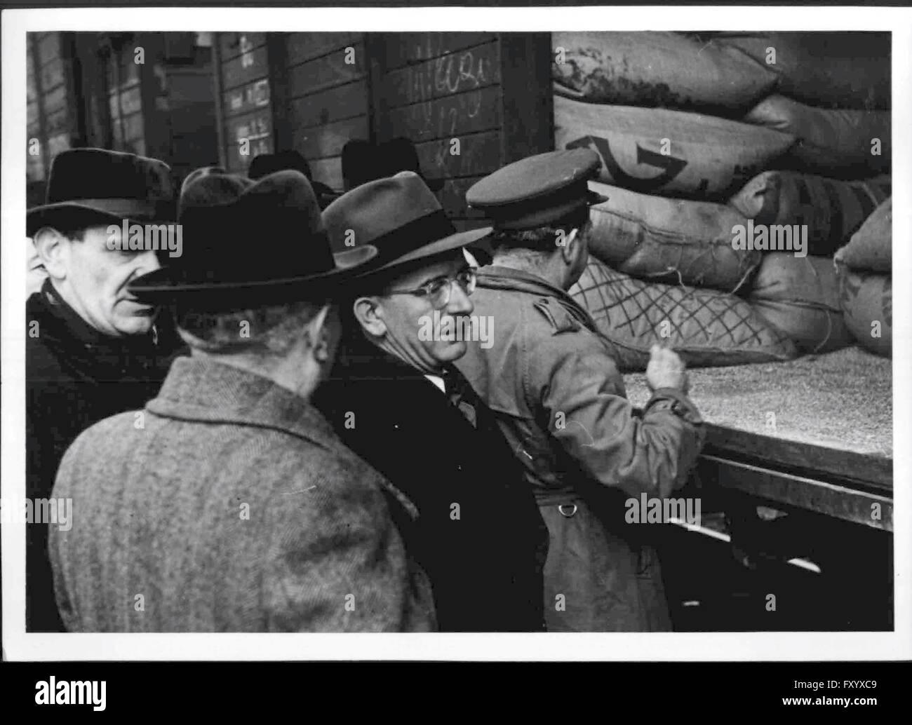 Ankunft des ersten UNRRA-Zuges mit Weizen - Stock Image