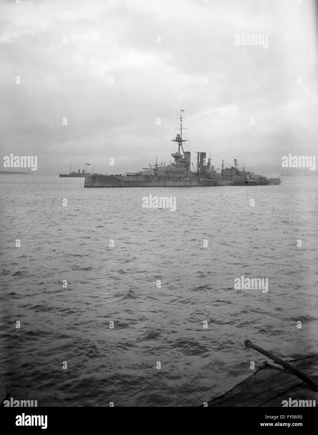 AJAXNETPHOTO.1914 -1918. LOCH SWILLY, NORTHERN IRELAND. - DREADNOUGHT CLASS BATTLESHIP HMS IRON DUKE AT ANCHOR, - Stock Image