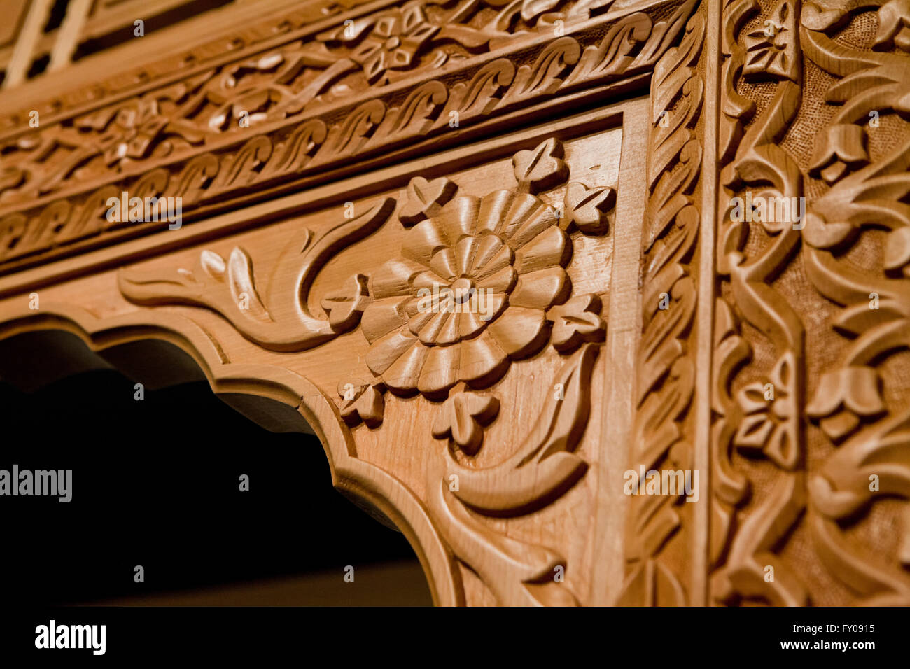 Afghan wood carving by Nasser Mansouri (Turquoise Mountain) - Stock Image