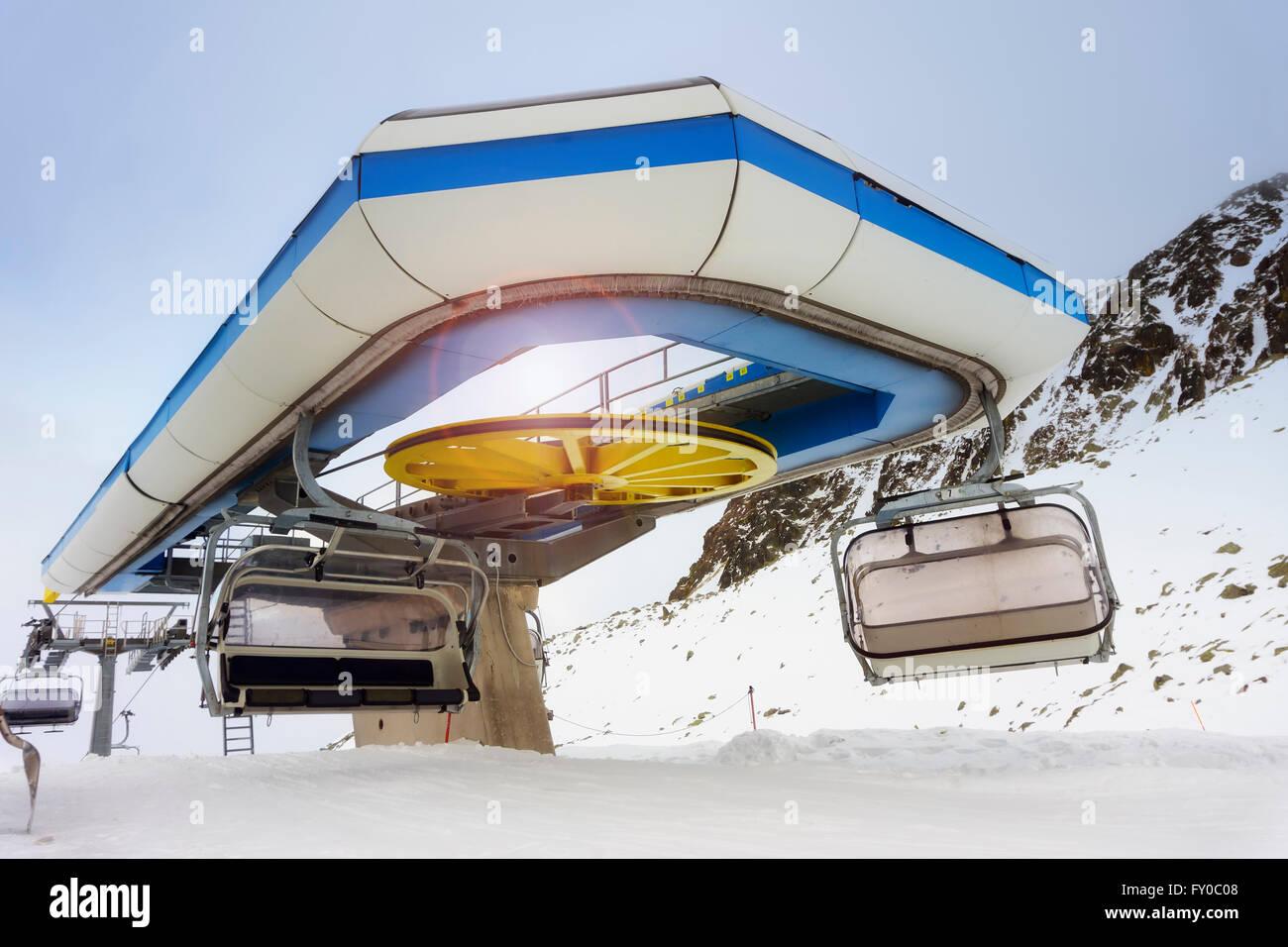 chair lift on ski slope - Stock Image