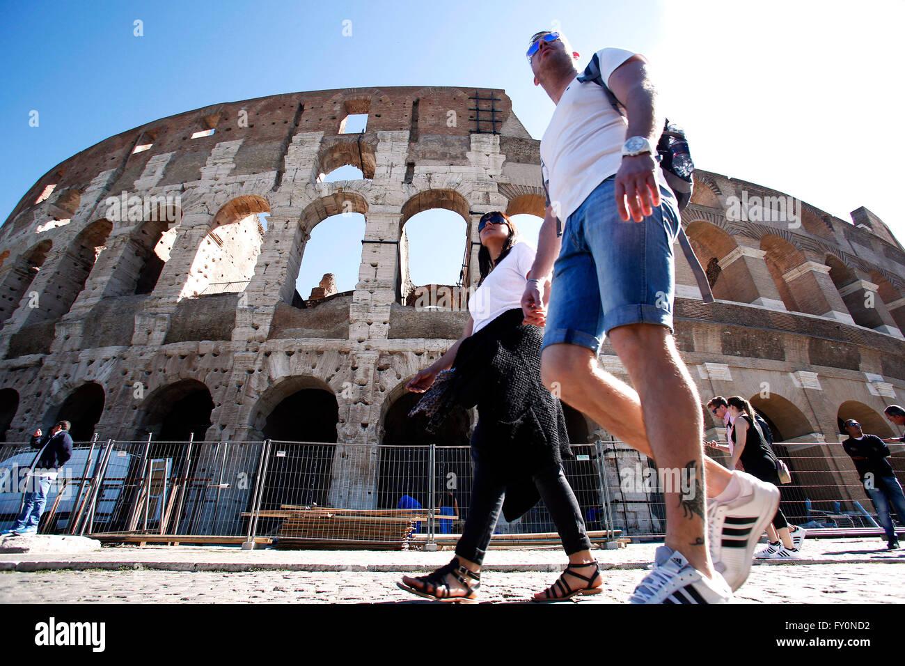 Tourists at Coliseum Rome 20th April 2016. Around Coliseum Photo Samantha Zucchi Insidefoto - Stock Image