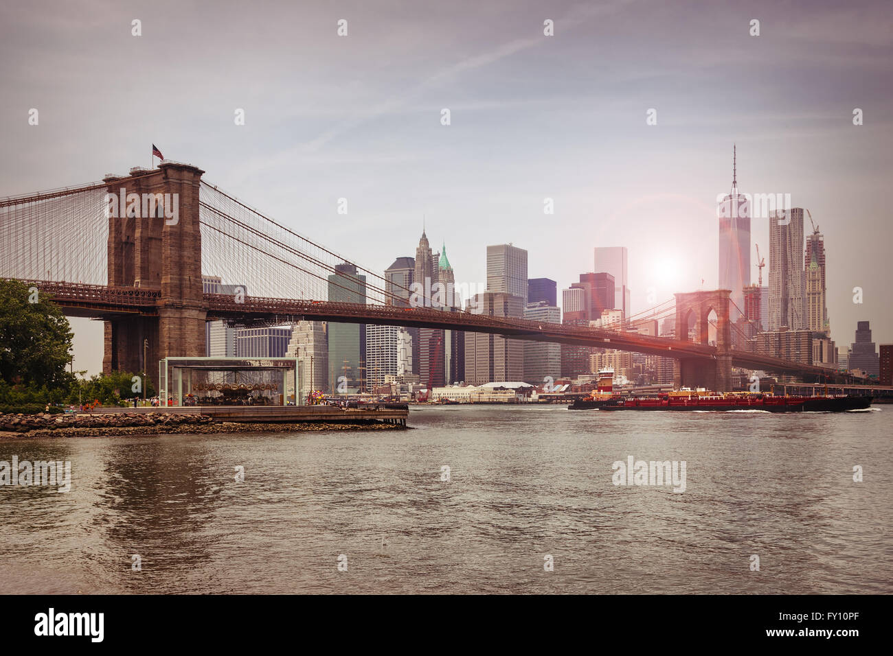 Brooklyn bridge at dusk, New York City - Stock Image