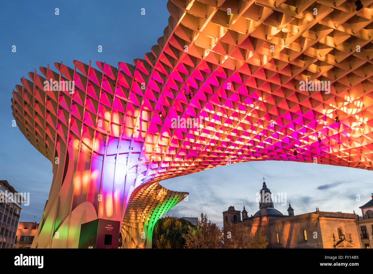 Metropol Parasol at the Plaza de la Encarnacion in Seville, J. Mayer Hermann architects, bonded timber with polyurethane - Stock Image